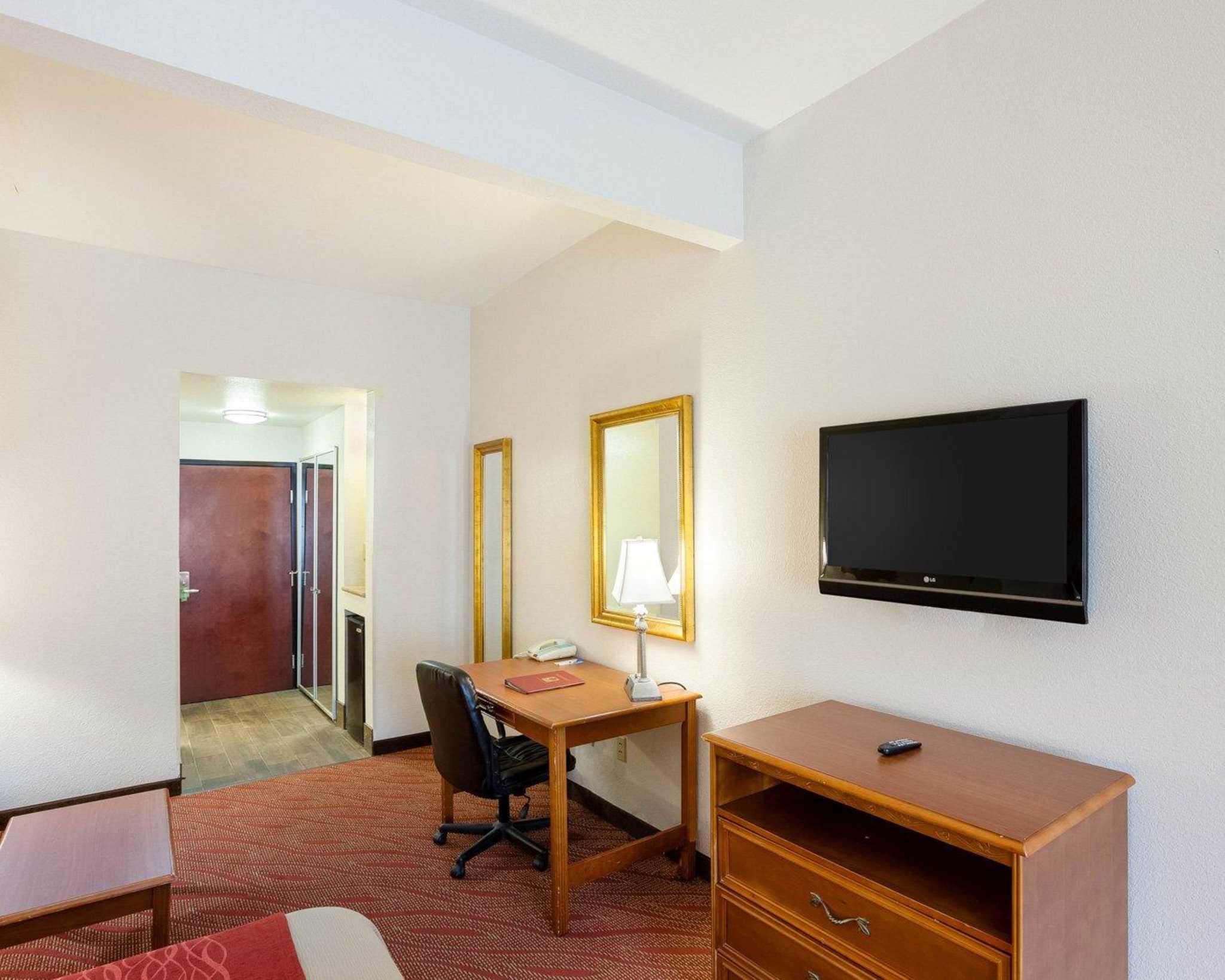 Comfort Inn & Suites Near Medical Center image 28