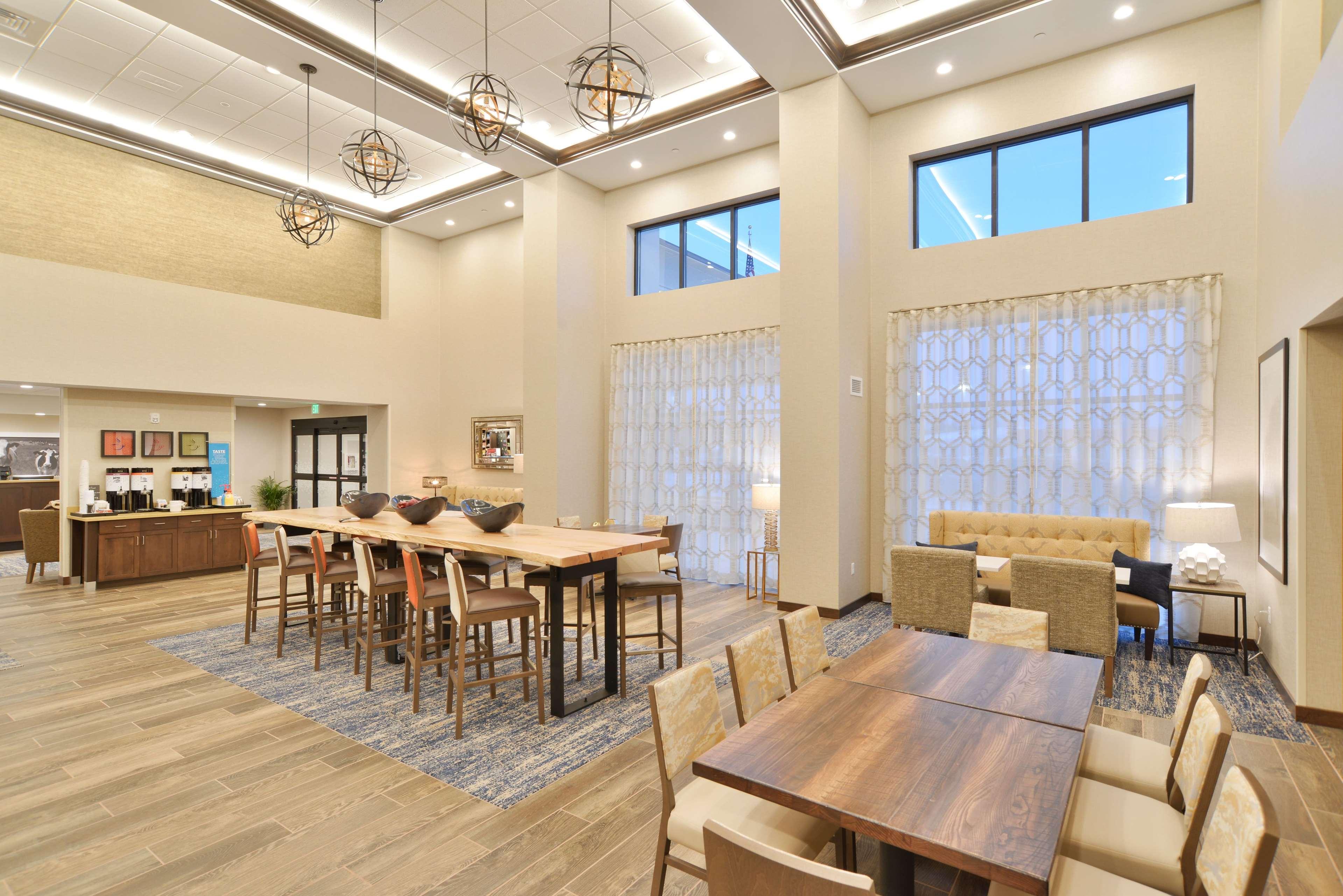 Hampton Inn & Suites Menomonie-UW Stout image 1