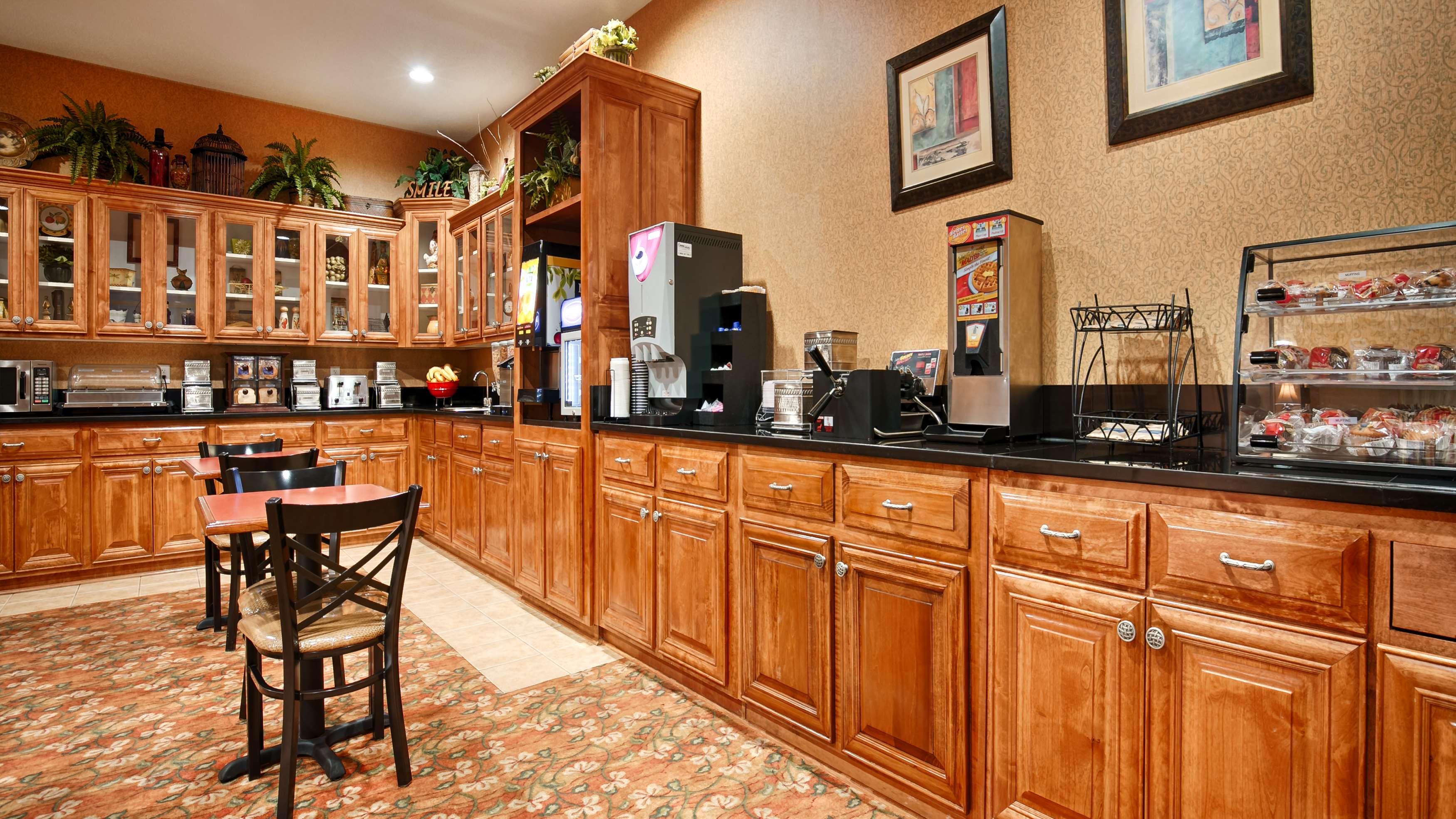 Best Western Plus Bradbury Inn & Suites image 4