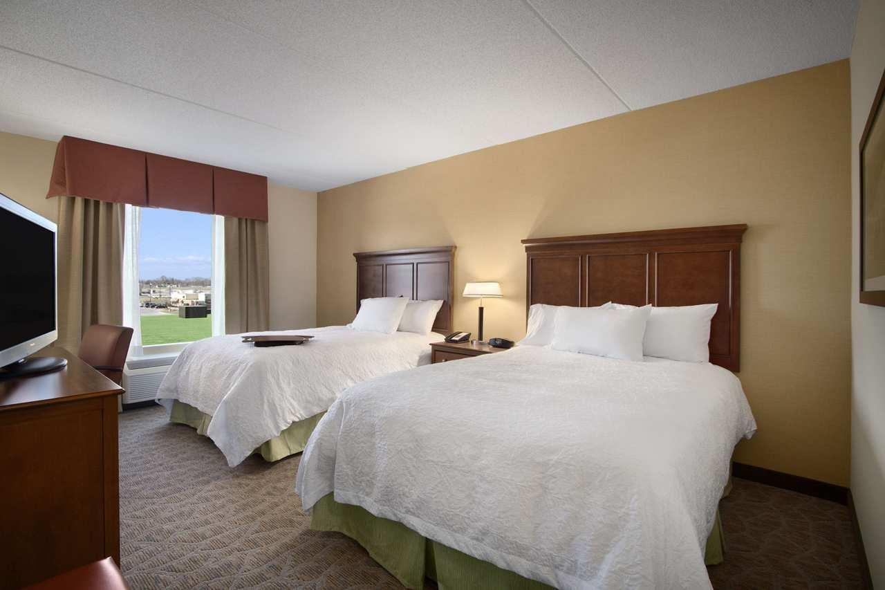 Hampton Inn & Suites Charles Town image 7