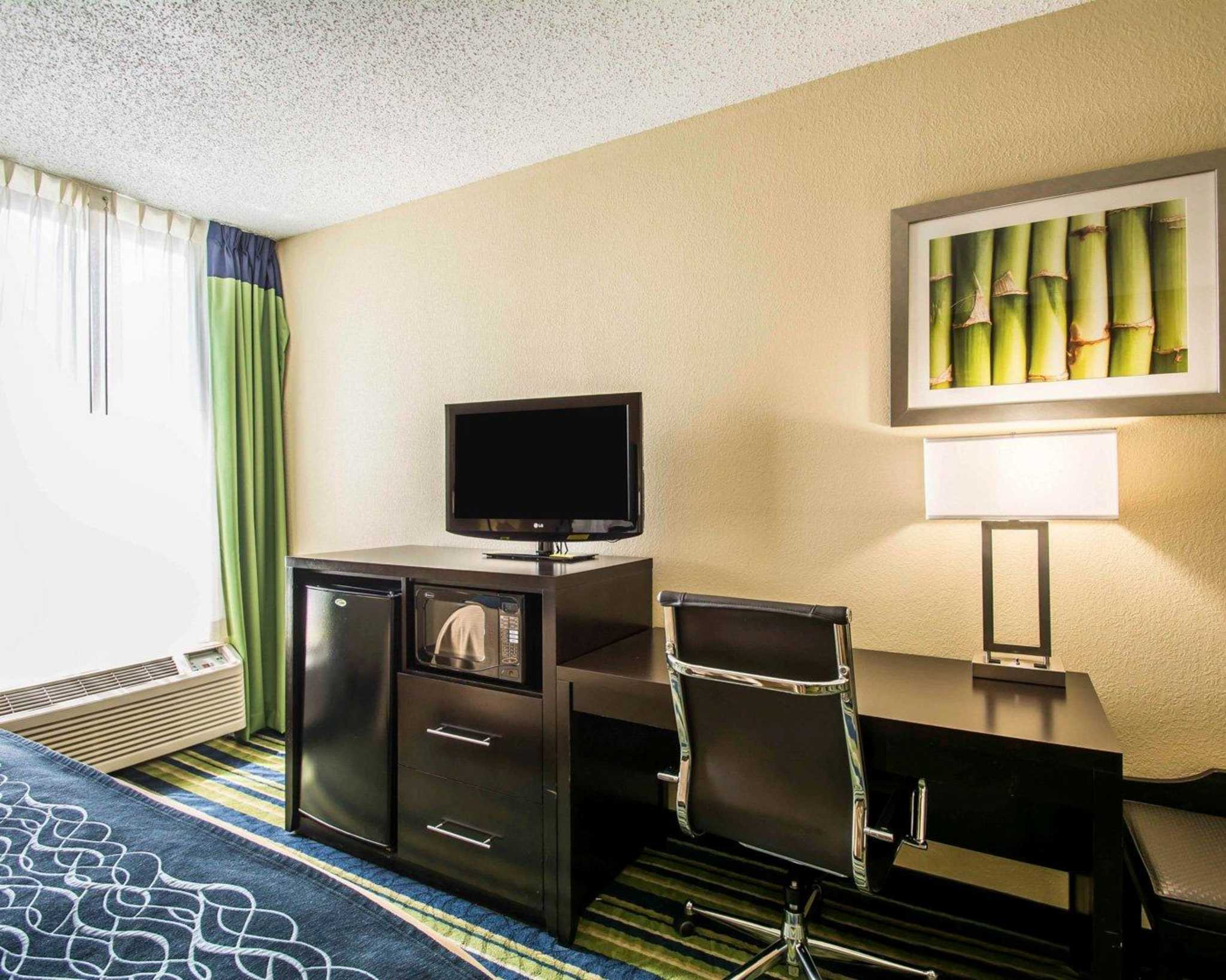 Comfort Inn & Suites Lantana - West Palm Beach South image 5