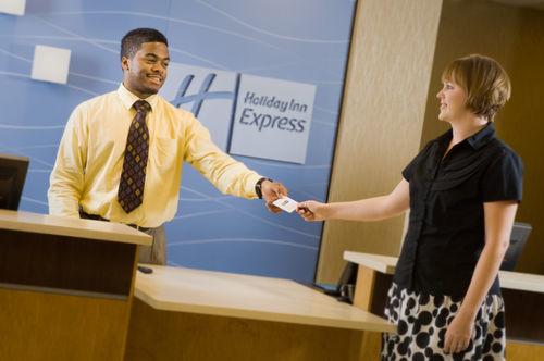 Holiday Inn Express & Suites Alexandria - Fort Belvoir image 2