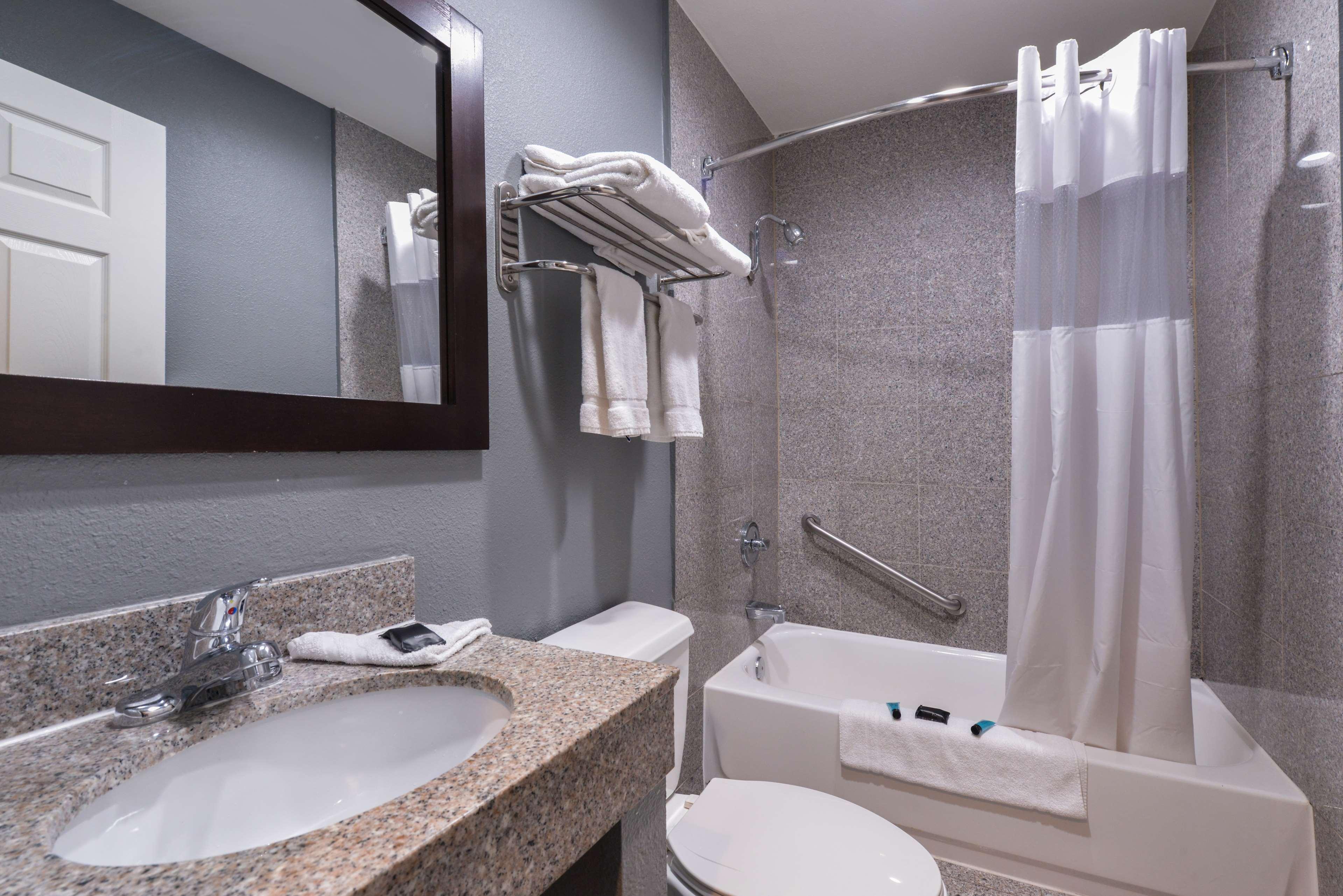 Americas Best Value Laguna Inn & Suites image 21