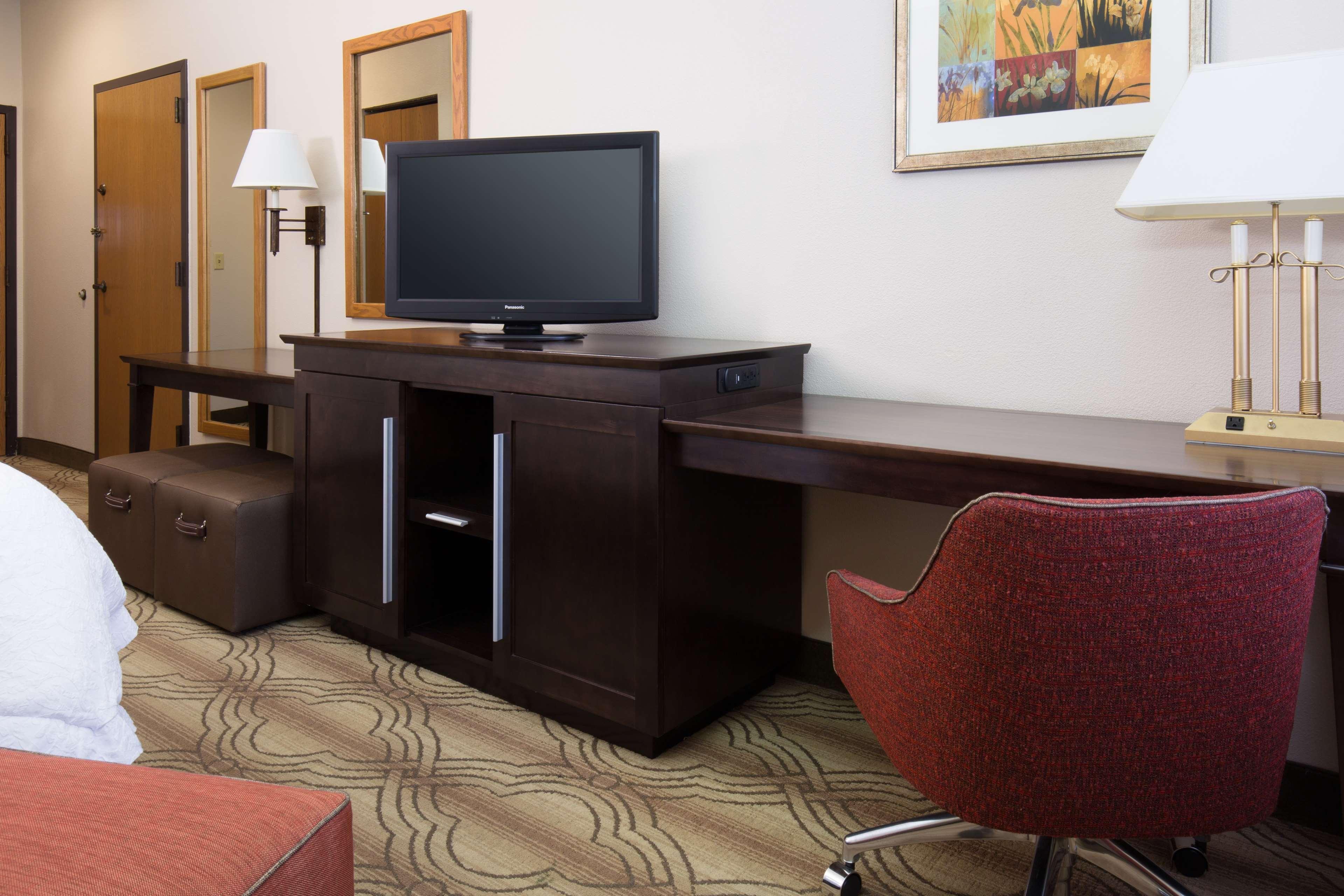 Hampton Inn & Suites Ft. Wayne-North image 23