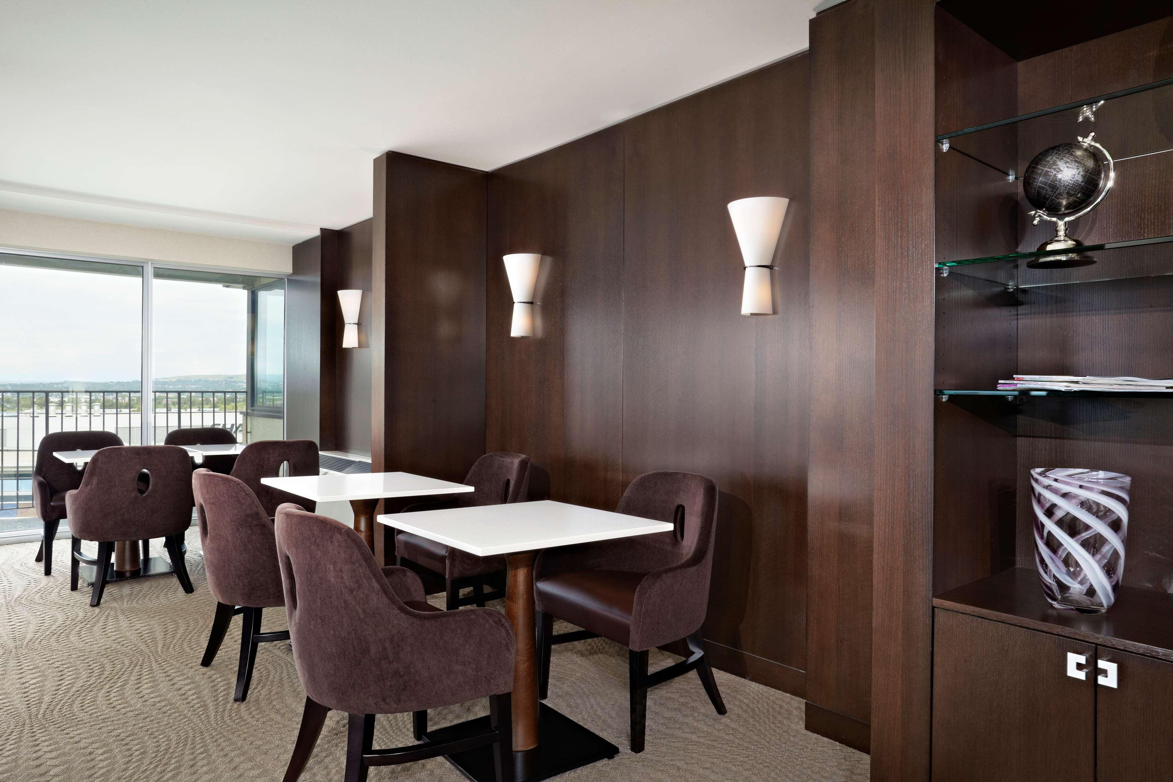 Sheraton Cavalier Calgary Hotel in Calgary: Club Lounge