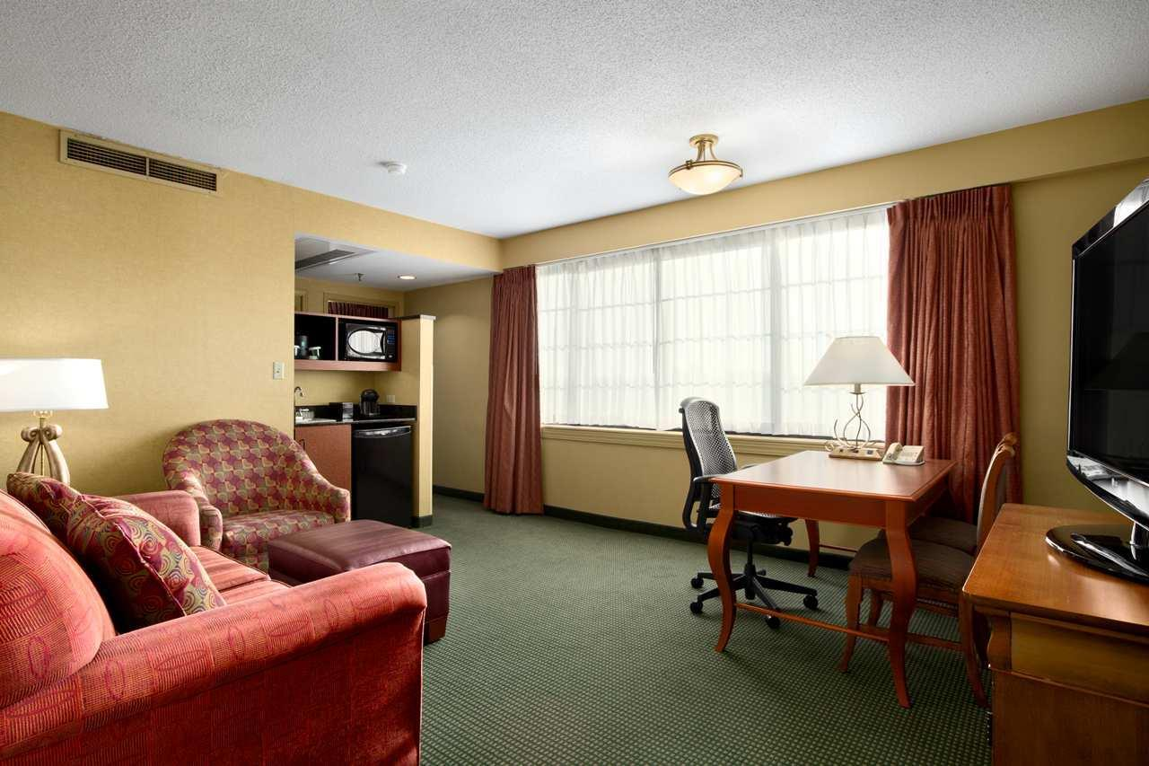Embassy Suites by Hilton Greensboro Airport image 11
