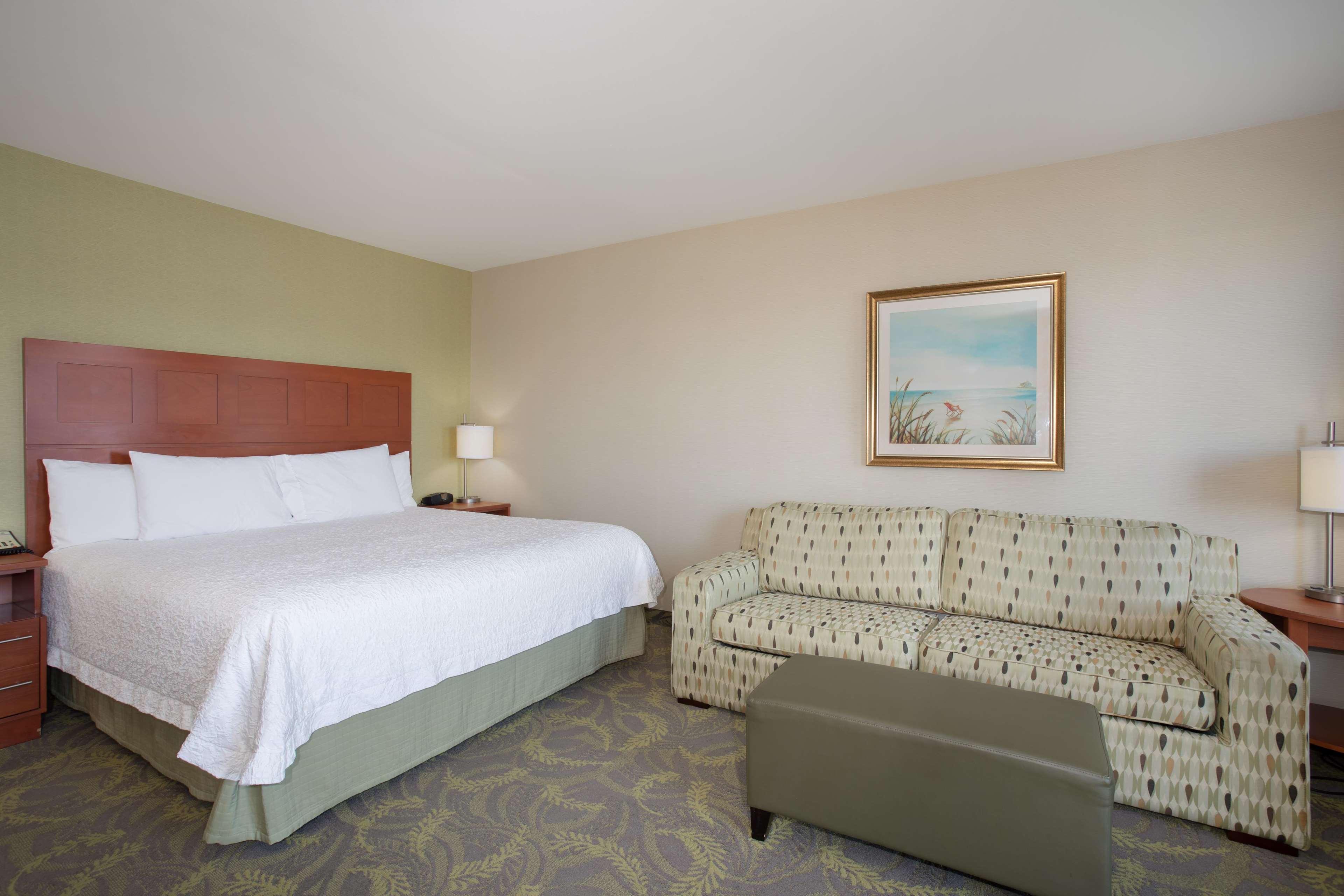 Hampton Inn & Suites Astoria image 70