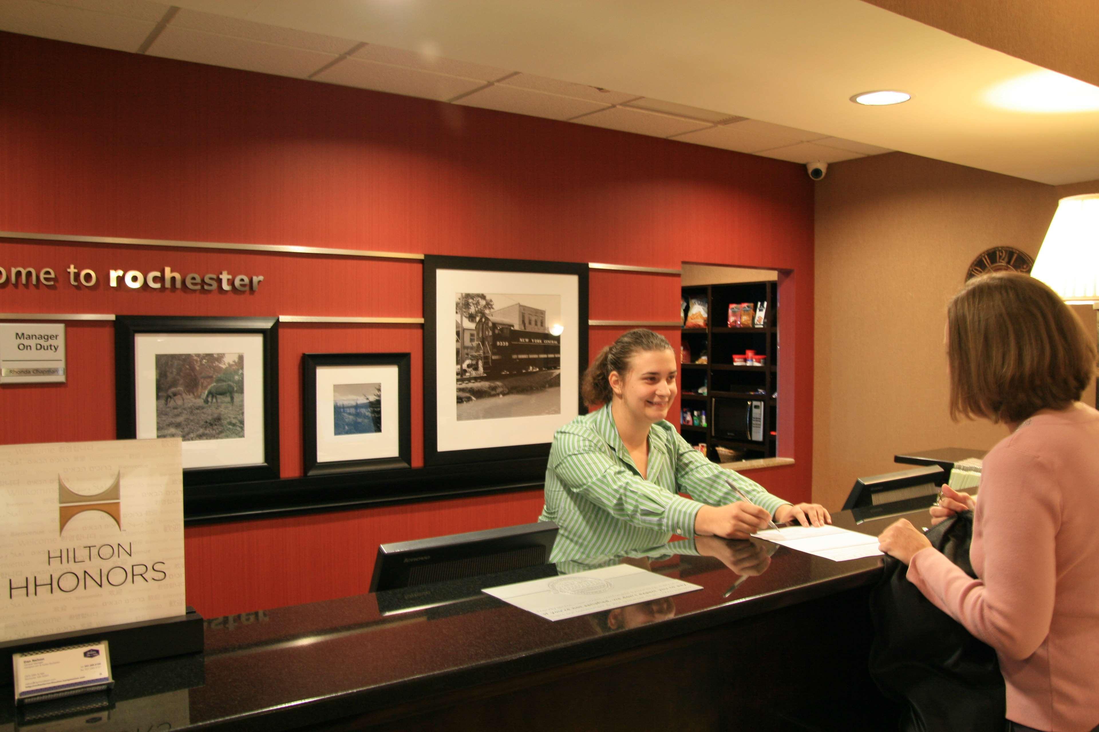 Hampton Inn & Suites Rochester-North image 6