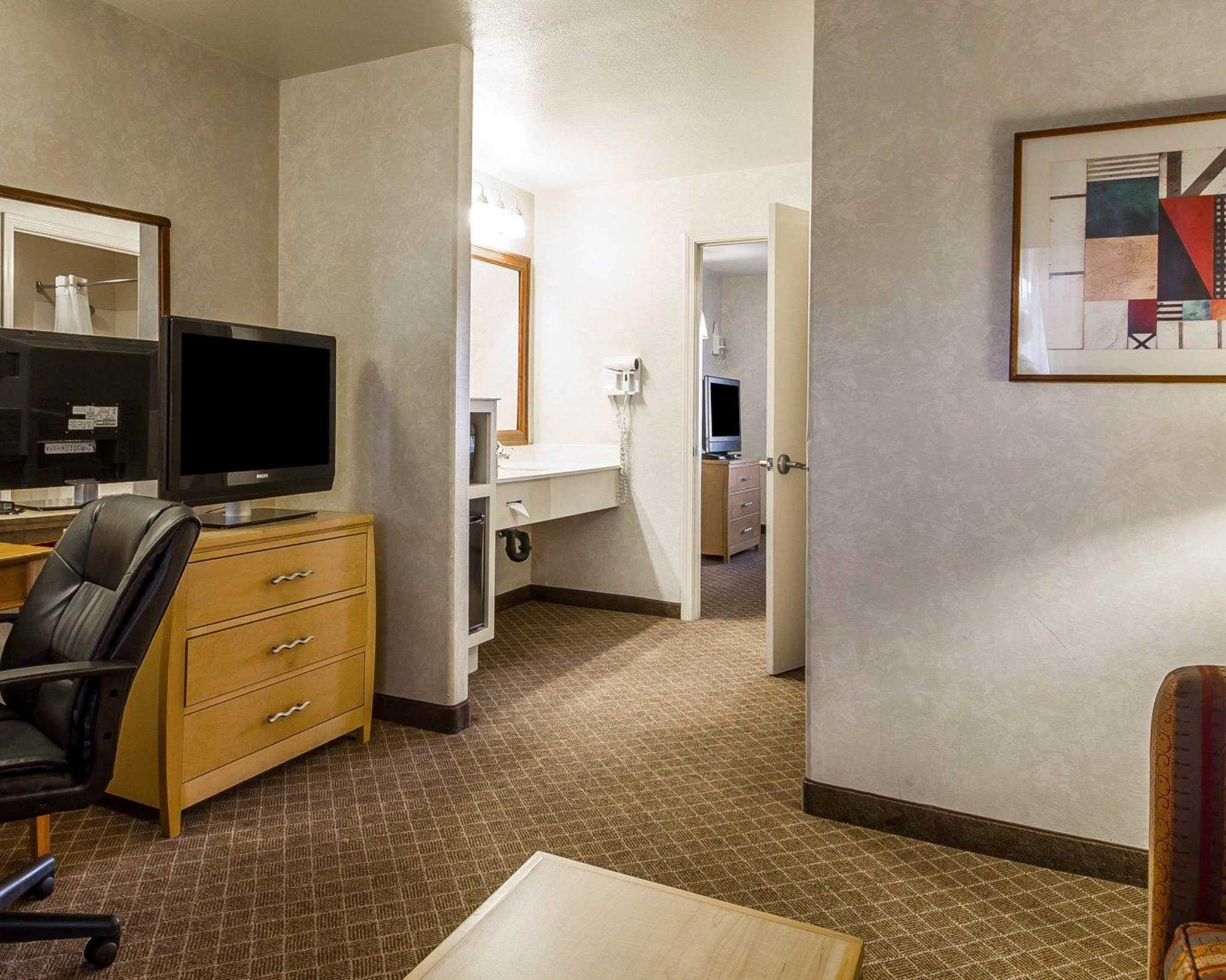 Quality Inn & Suites Lathrop image 35
