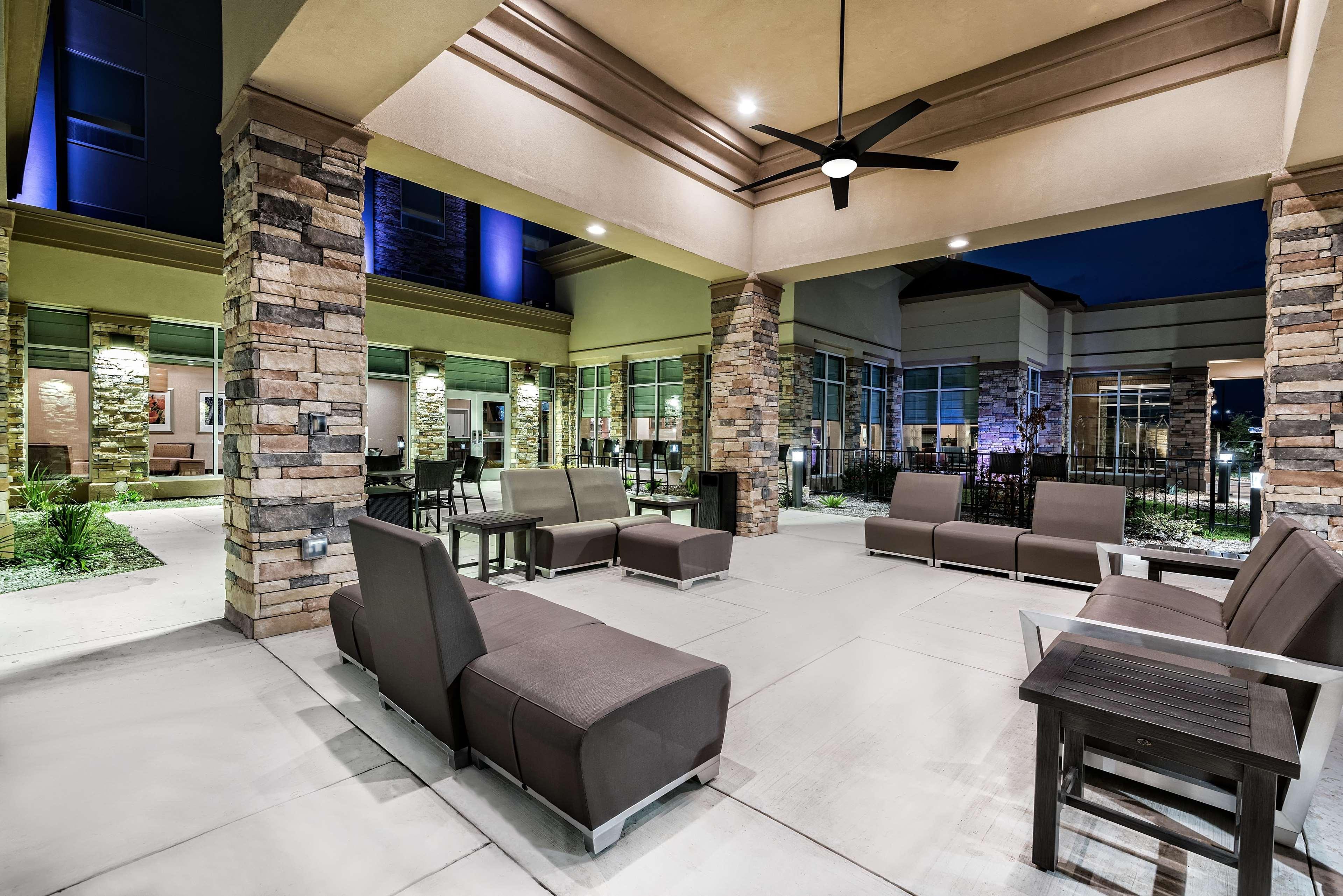 Hilton Garden Inn San Marcos image 5