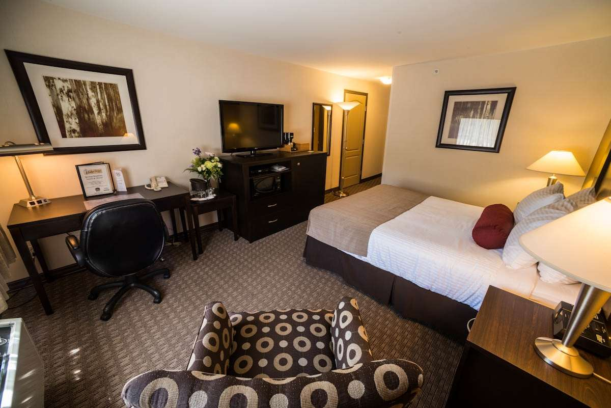 Best Western Plus Baker Street Inn & Convention Centre in Nelson: One Queen Bed Guest Room