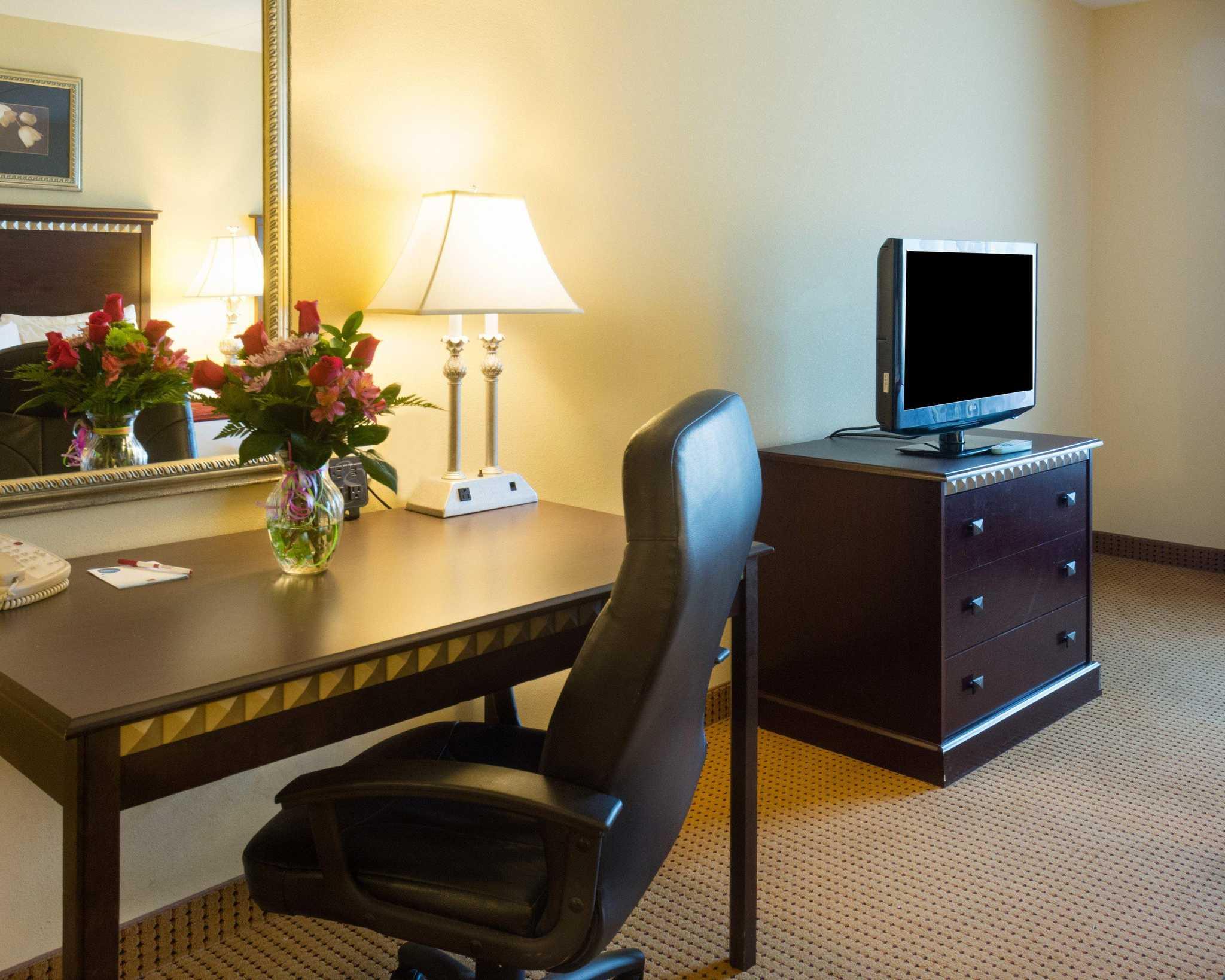 Comfort Suites Fredericksburg North image 28