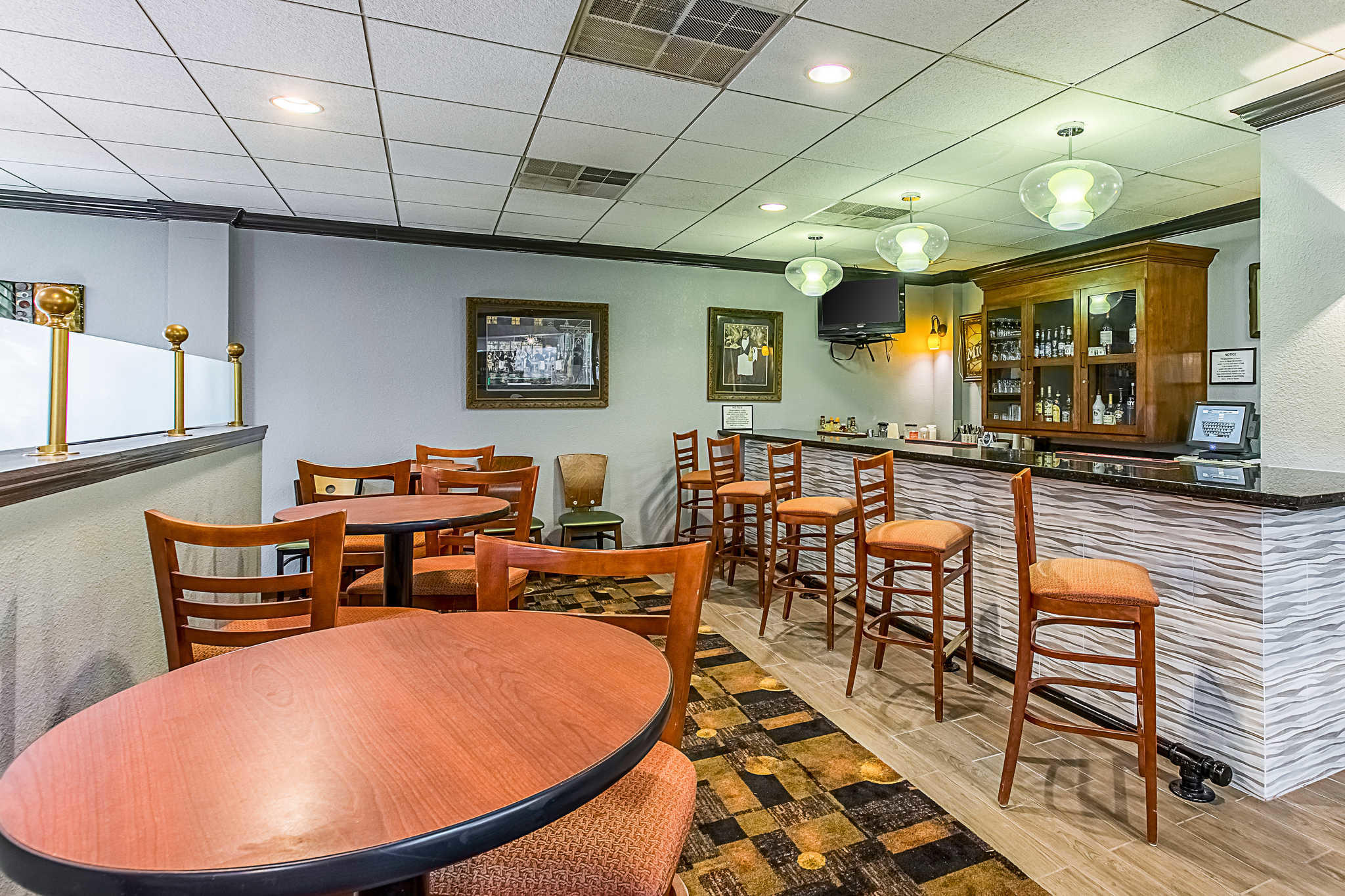 Clarion Inn Airport image 44