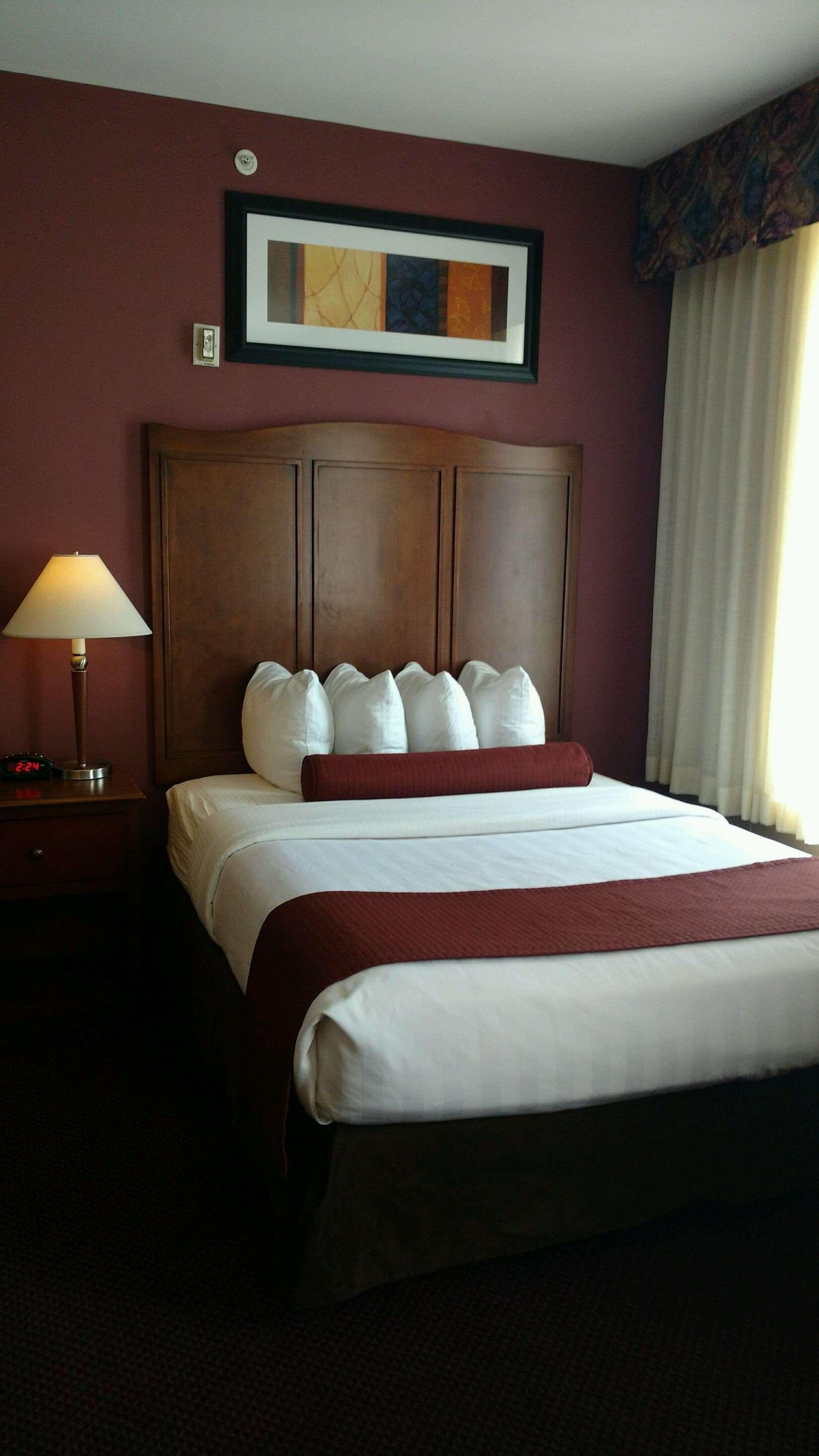 Best Western Plus Hannaford Inn & Suites image 49