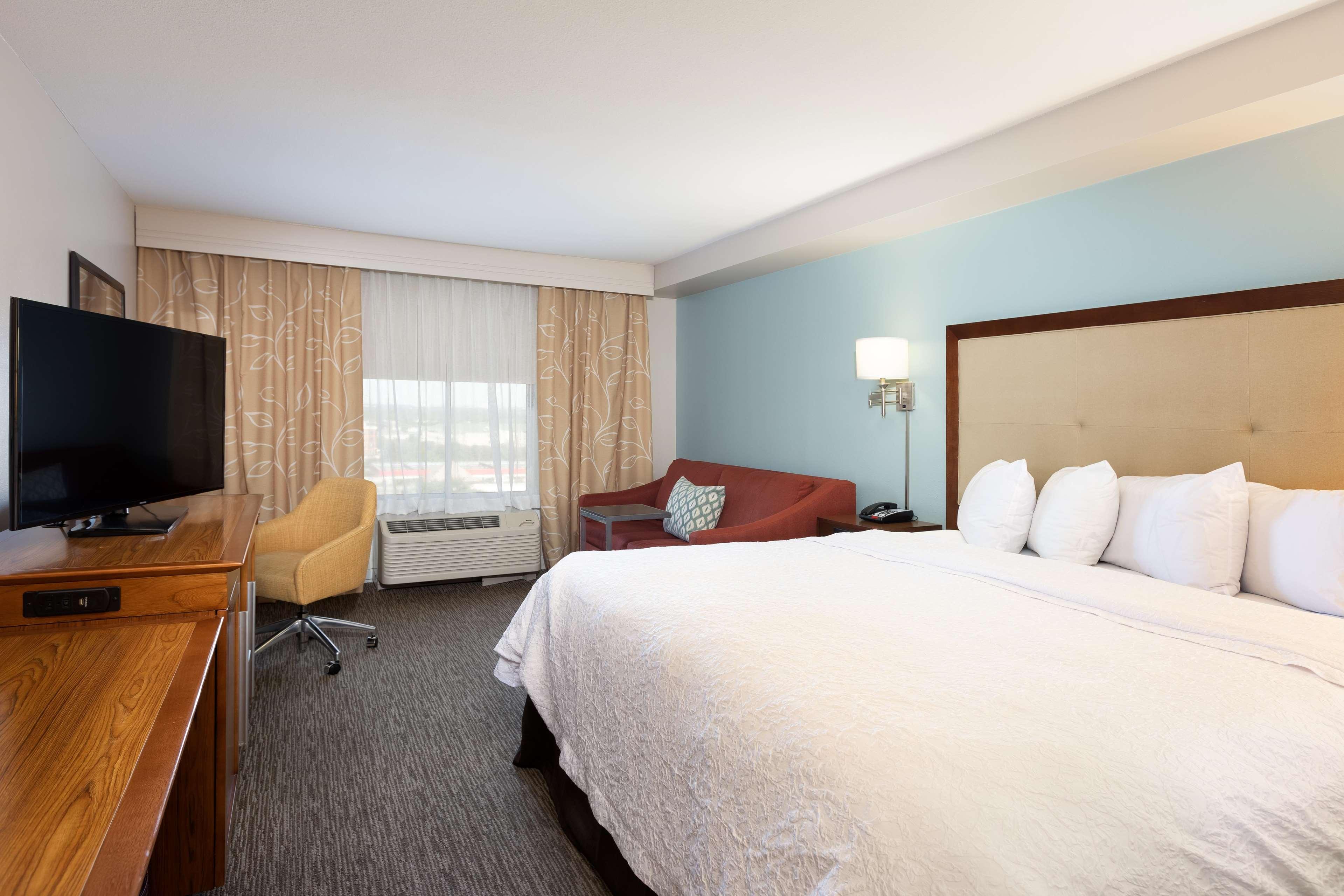 Hampton Inn & Suites Austin-Airport image 43
