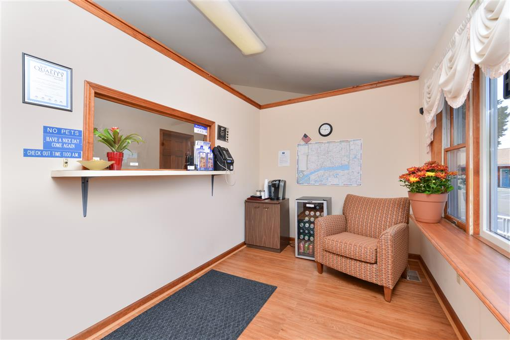 Americas Best Value Inn - Branford image 2