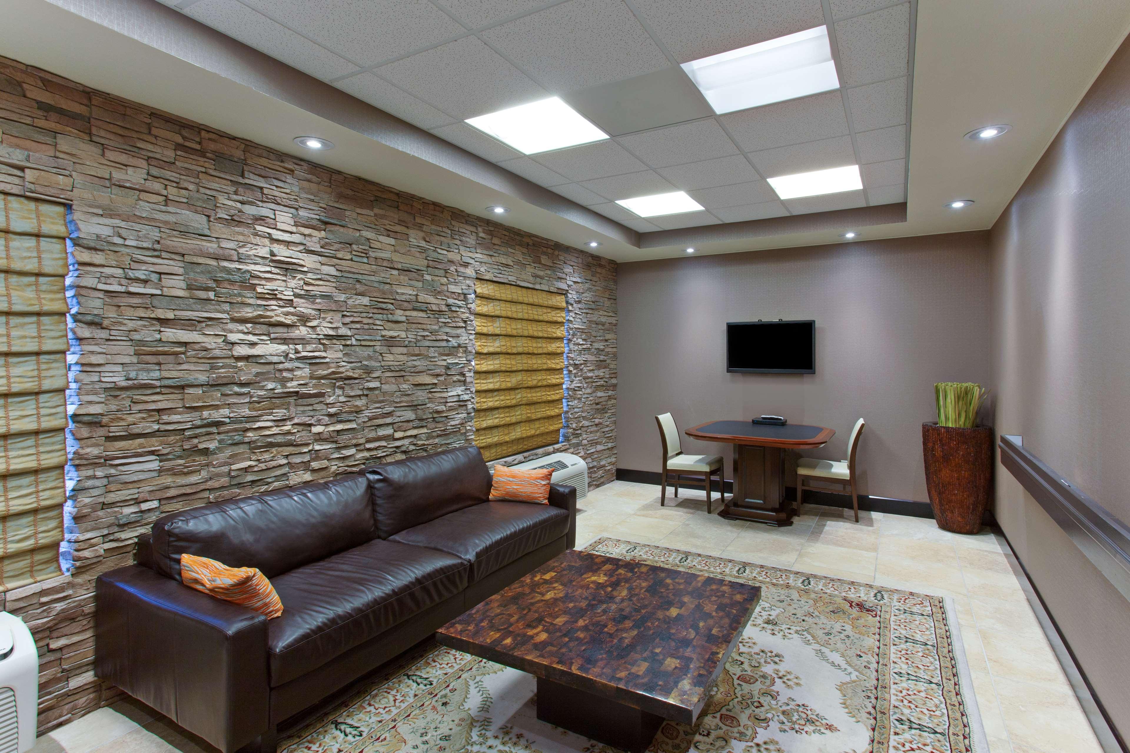 Hampton Inn & Suites Roseville image 15