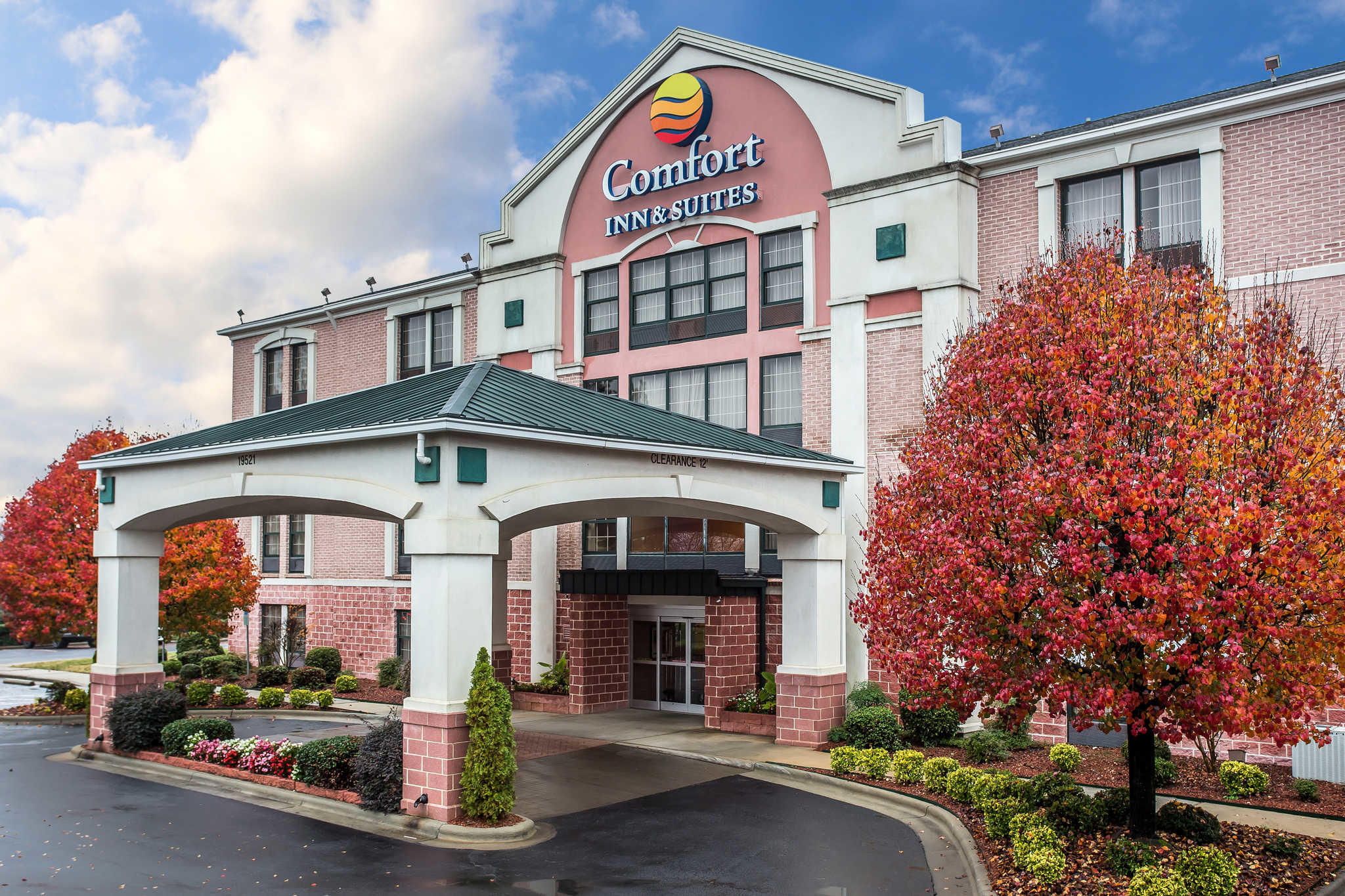 Comfort Inn & Suites Lake Norman image 0