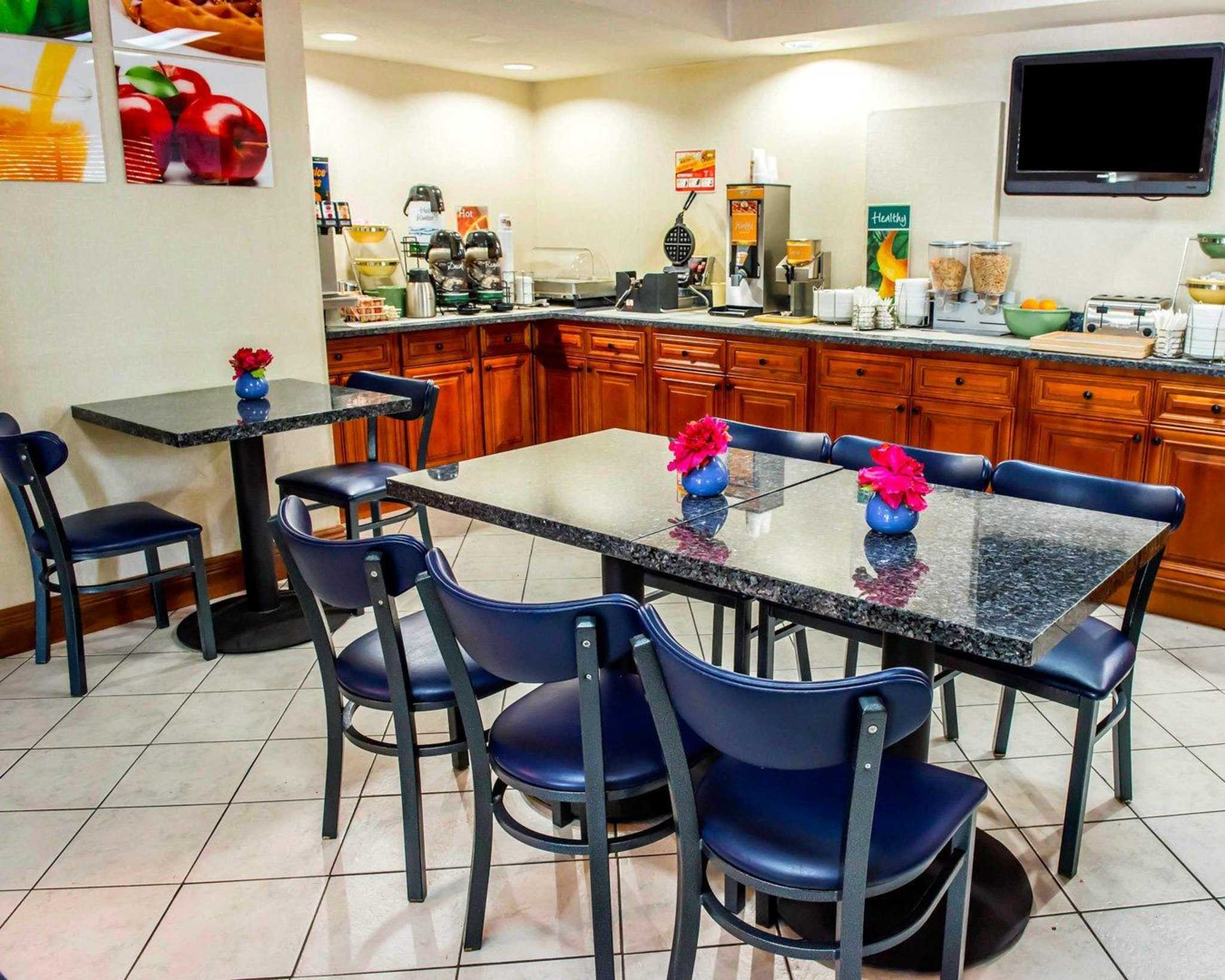 Quality Inn & Suites North image 1