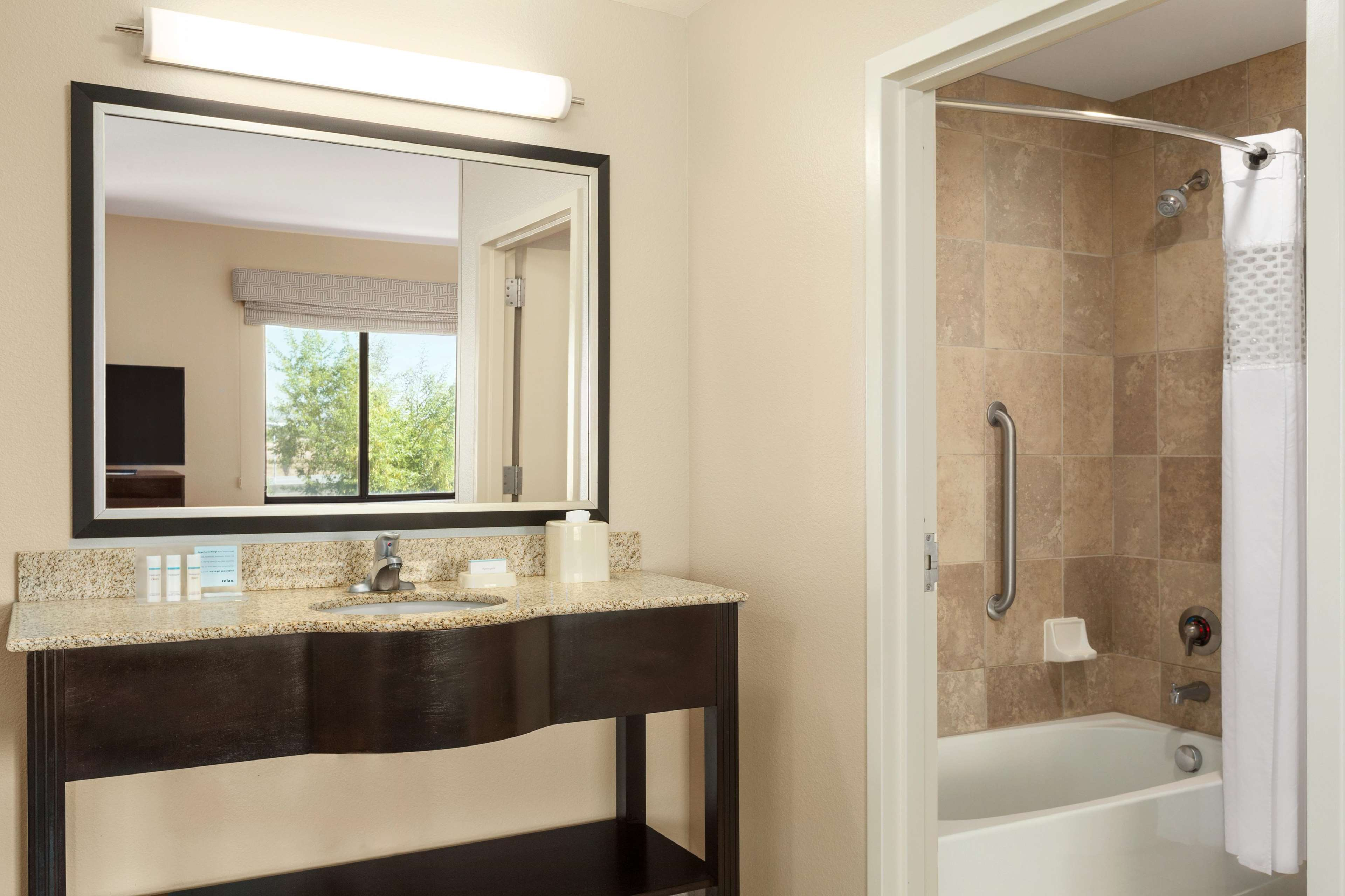 Hampton Inn & Suites Phoenix Glendale-Westgate image 25