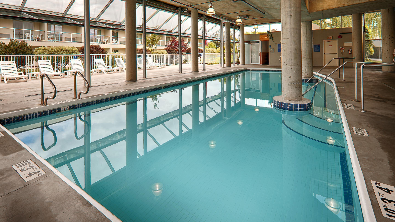 Best Western Plus Kelowna Hotel & Suites in Kelowna: Indoor Pool