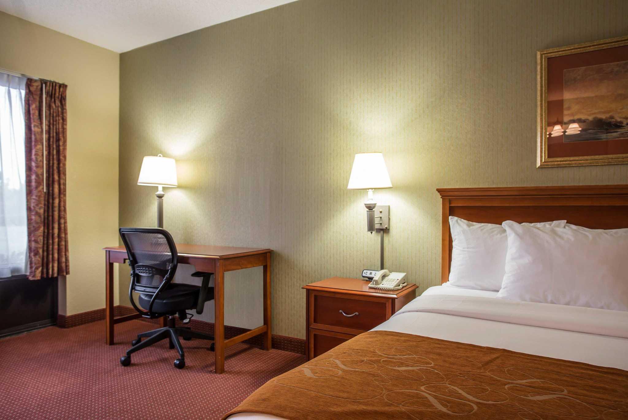 Comfort Suites Northlake image 18