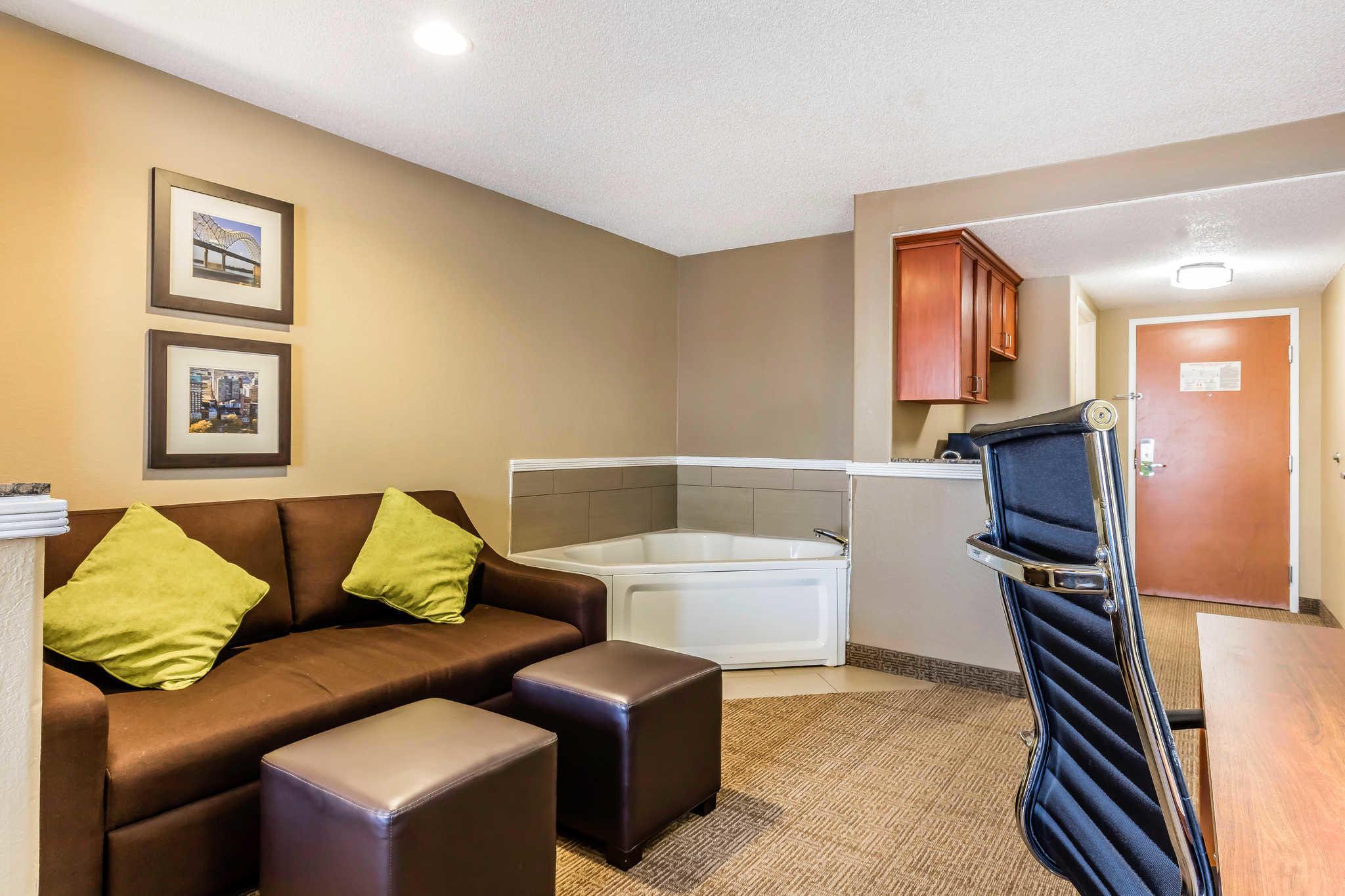 Comfort Inn & Suites Airport-American Way image 16
