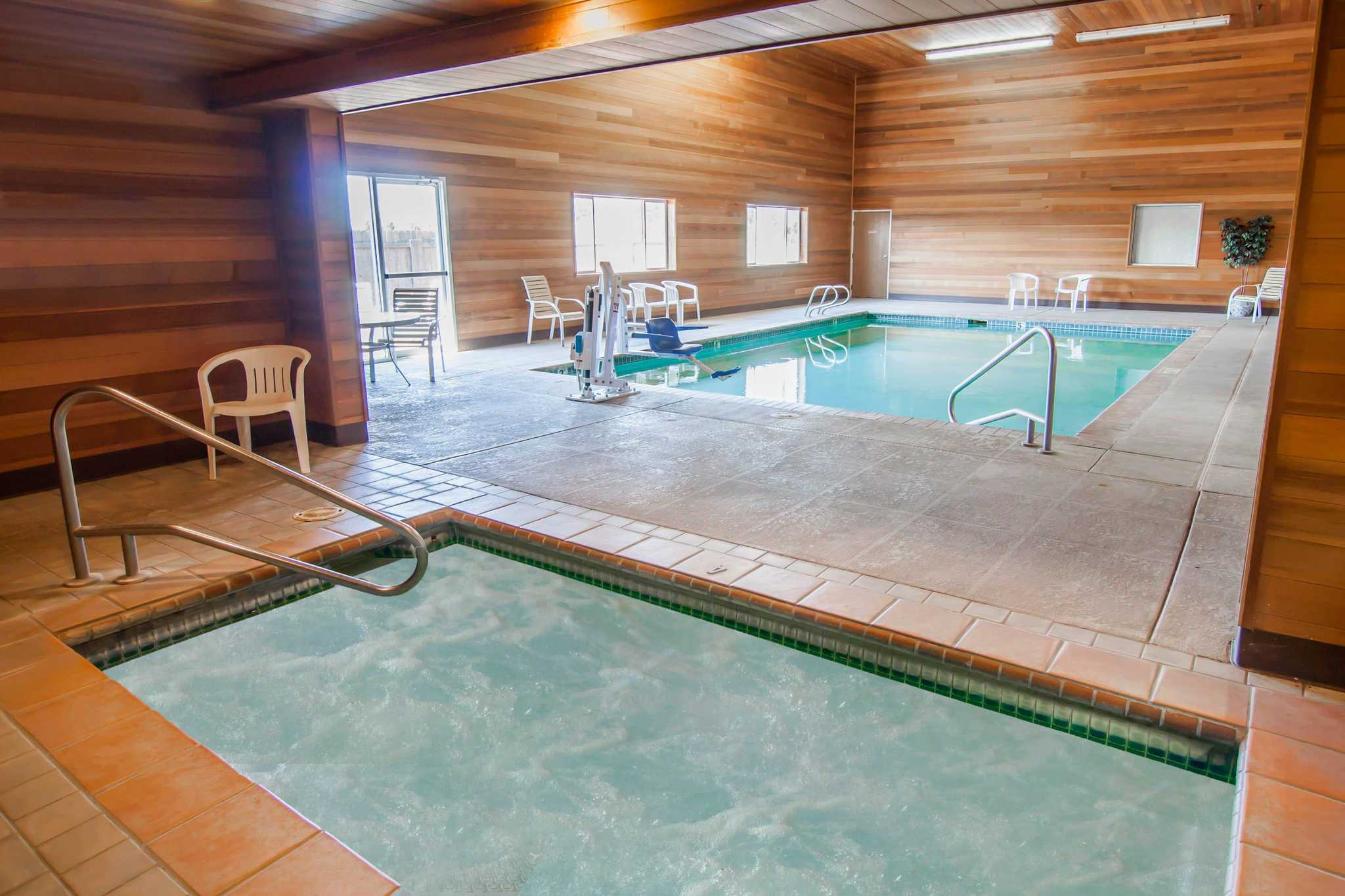 Rodeway Inn & Suites image 15