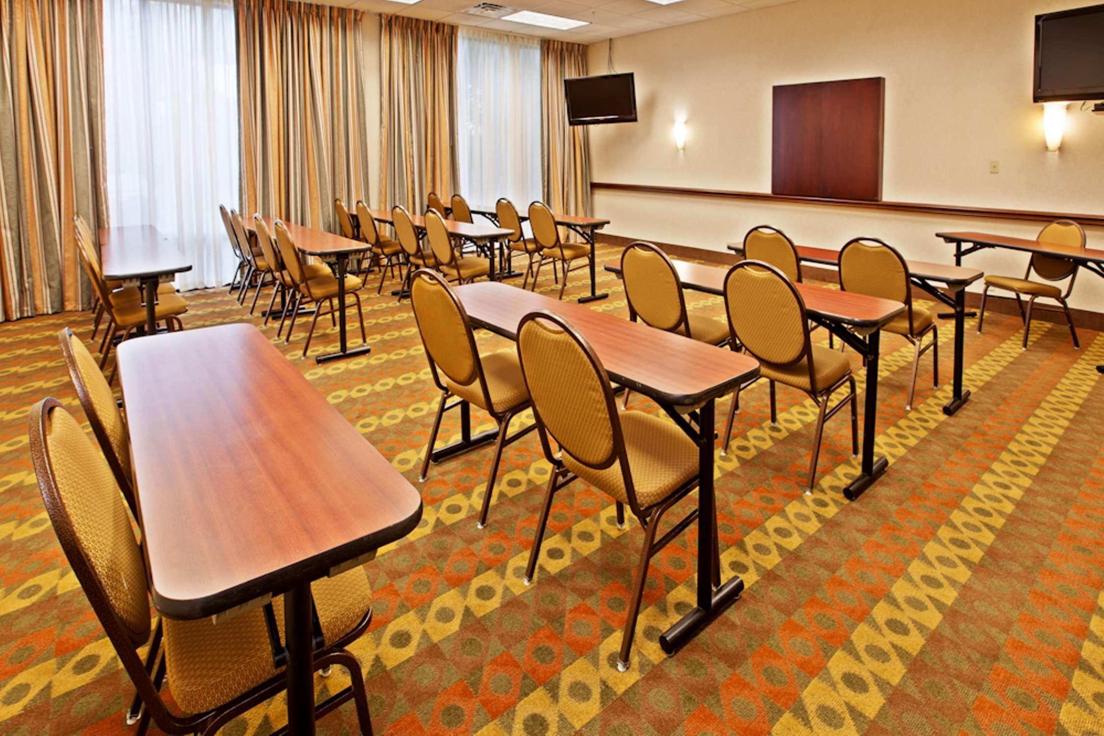 Hampton Inn Louisville-Northeast image 13
