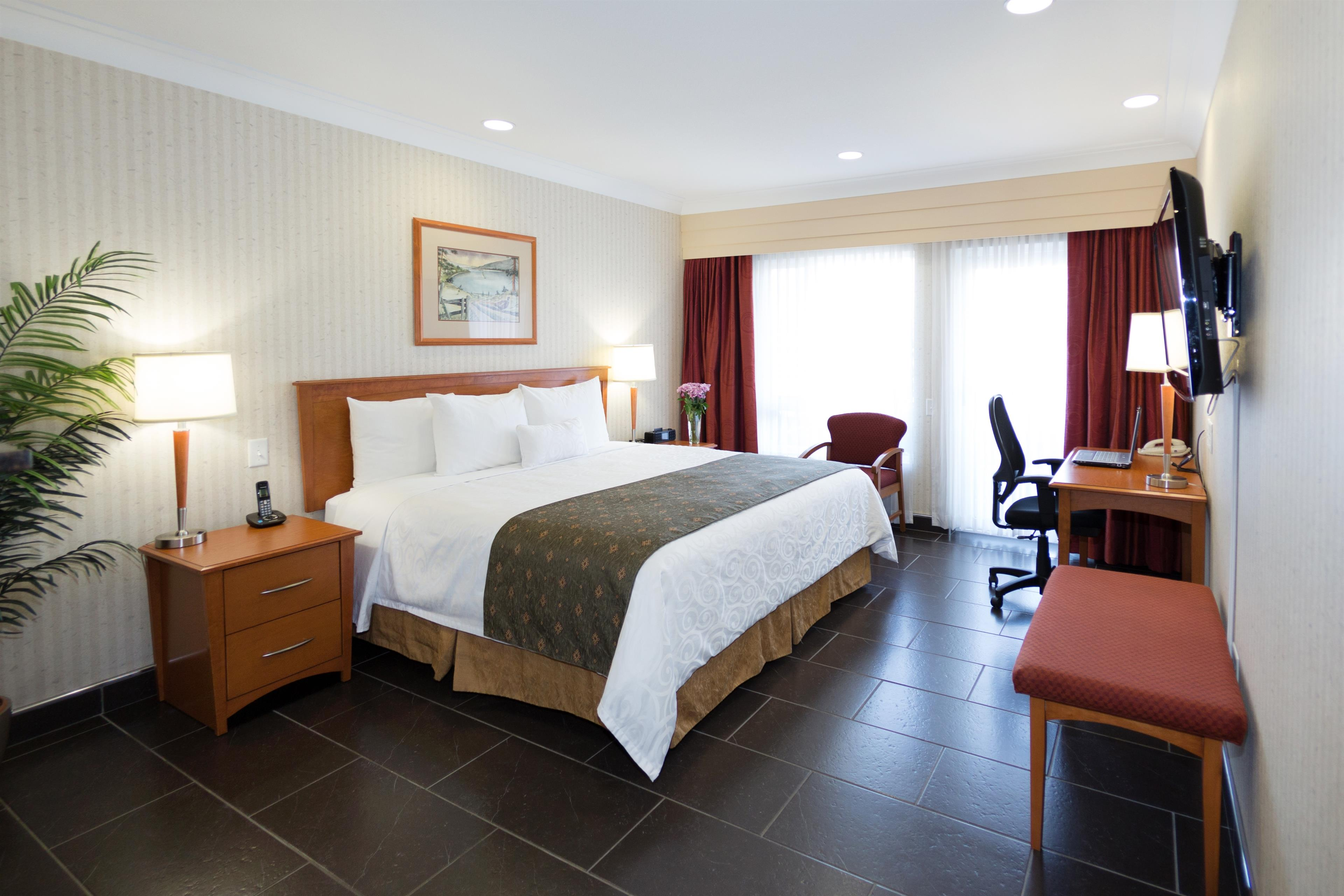 Best Western Plus Kelowna Hotel & Suites in Kelowna: Standard King wheelchair accessible