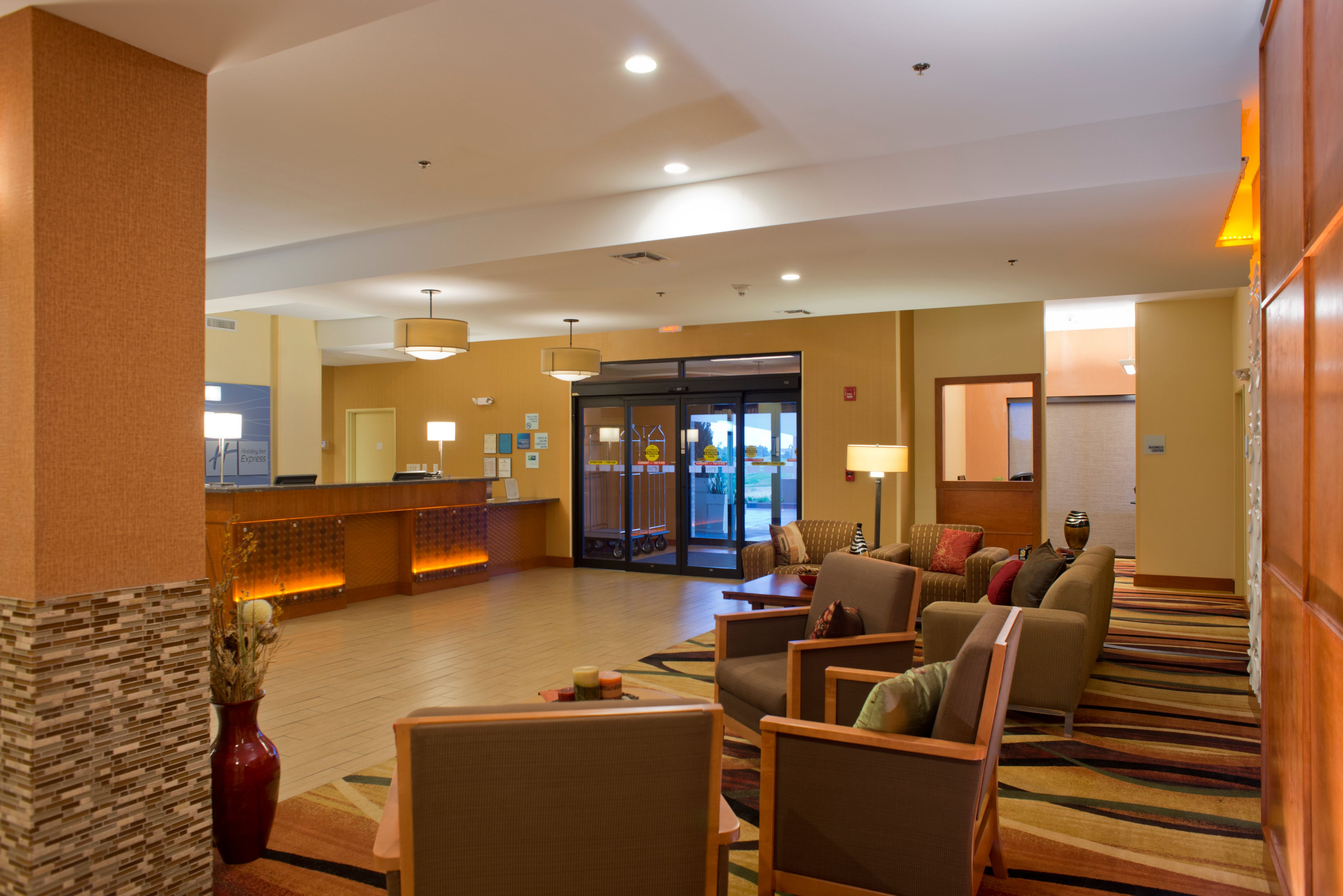 Holiday Inn Express Prattville South image 4