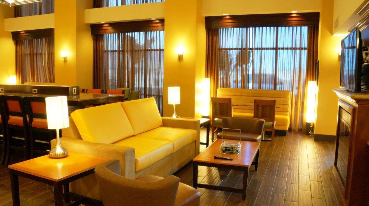 Hampton Inn & Suites Kingman image 7