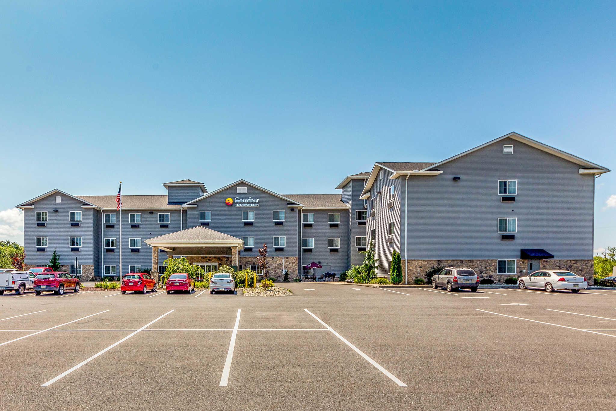 Comfort Inn & Suites Barnesville - Frackville image 1