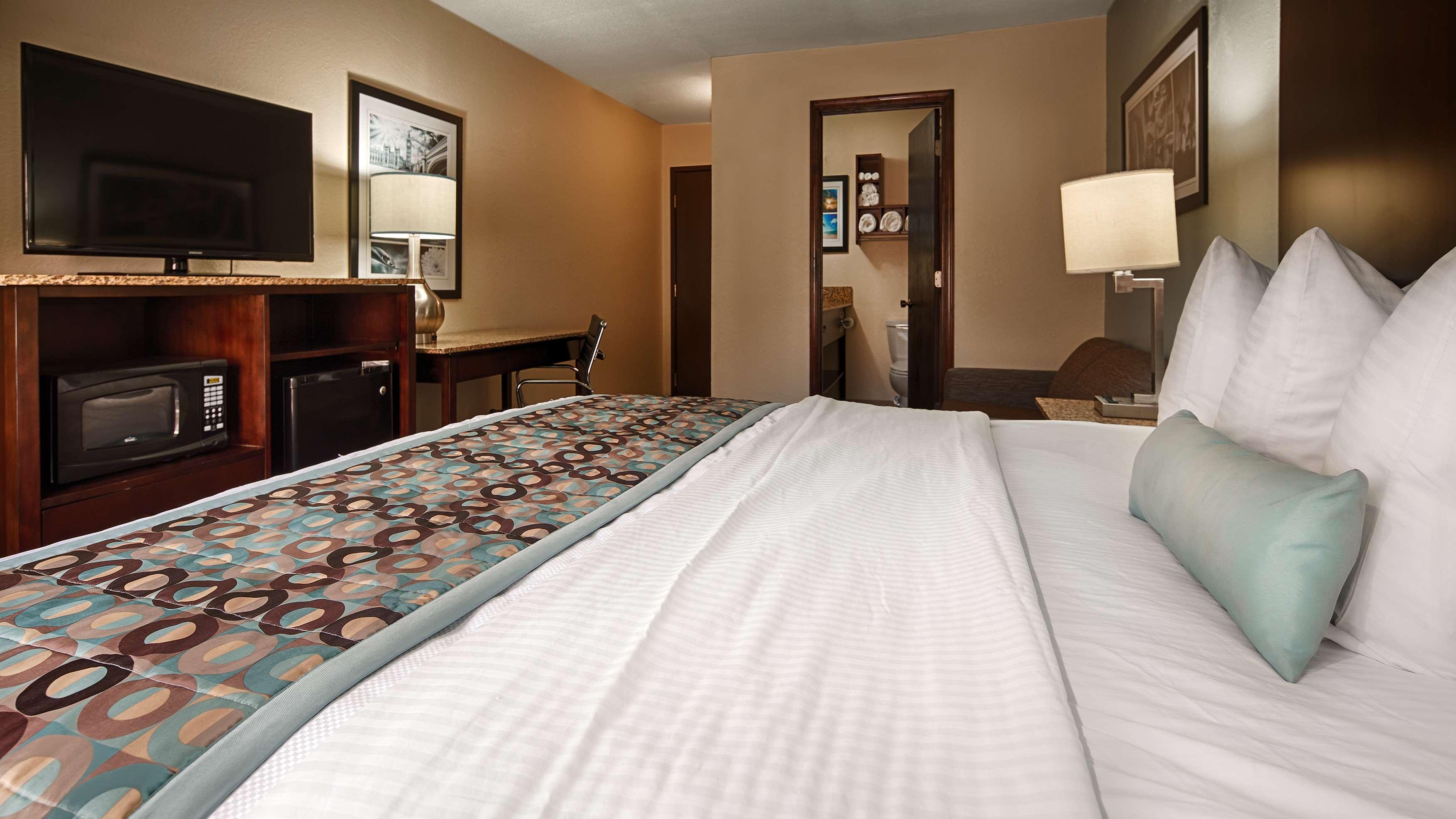 Best Western Plus Elizabeth City Inn & Suites image 43