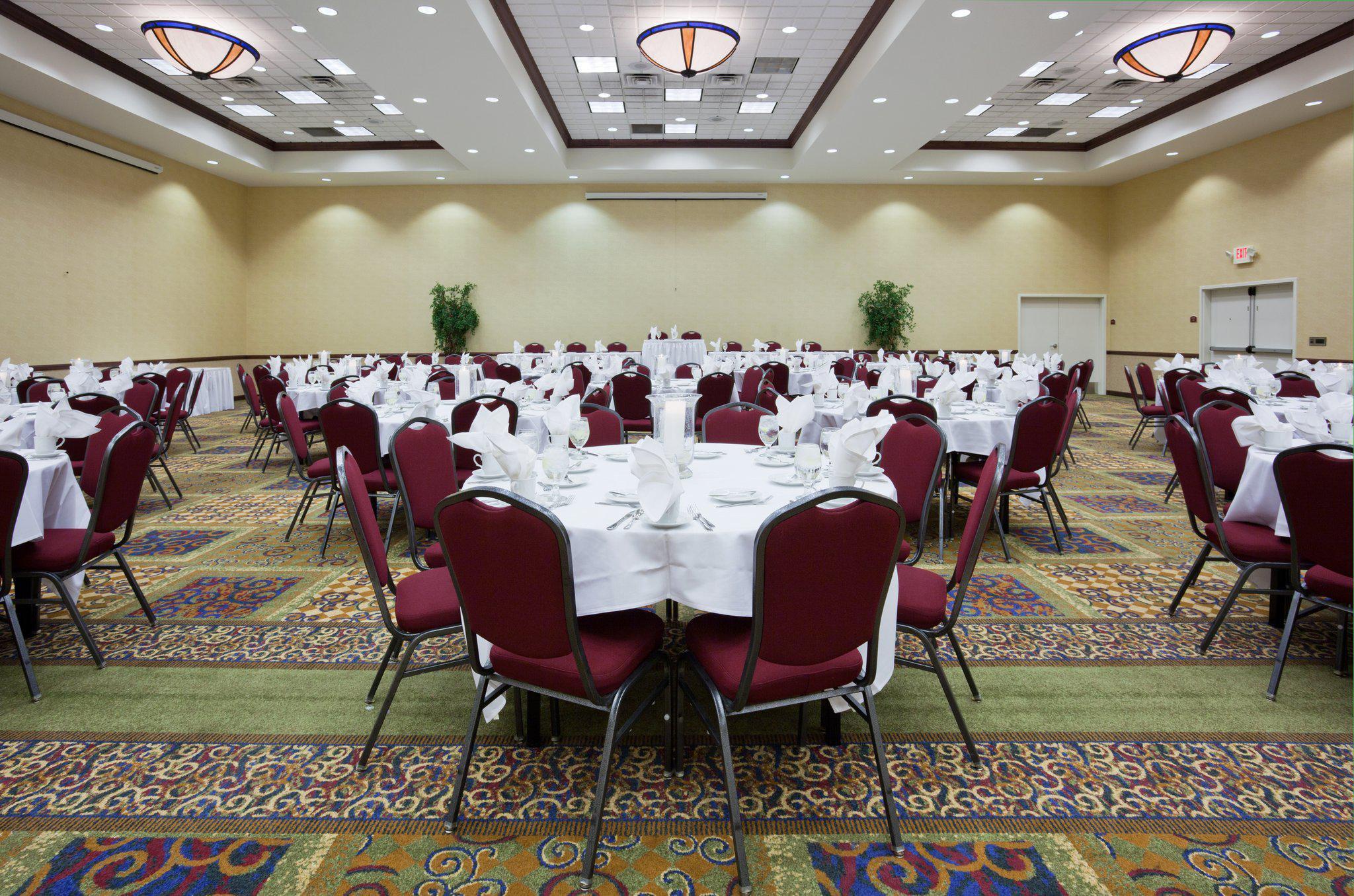Holiday Inn Conference Ctr Marshfield