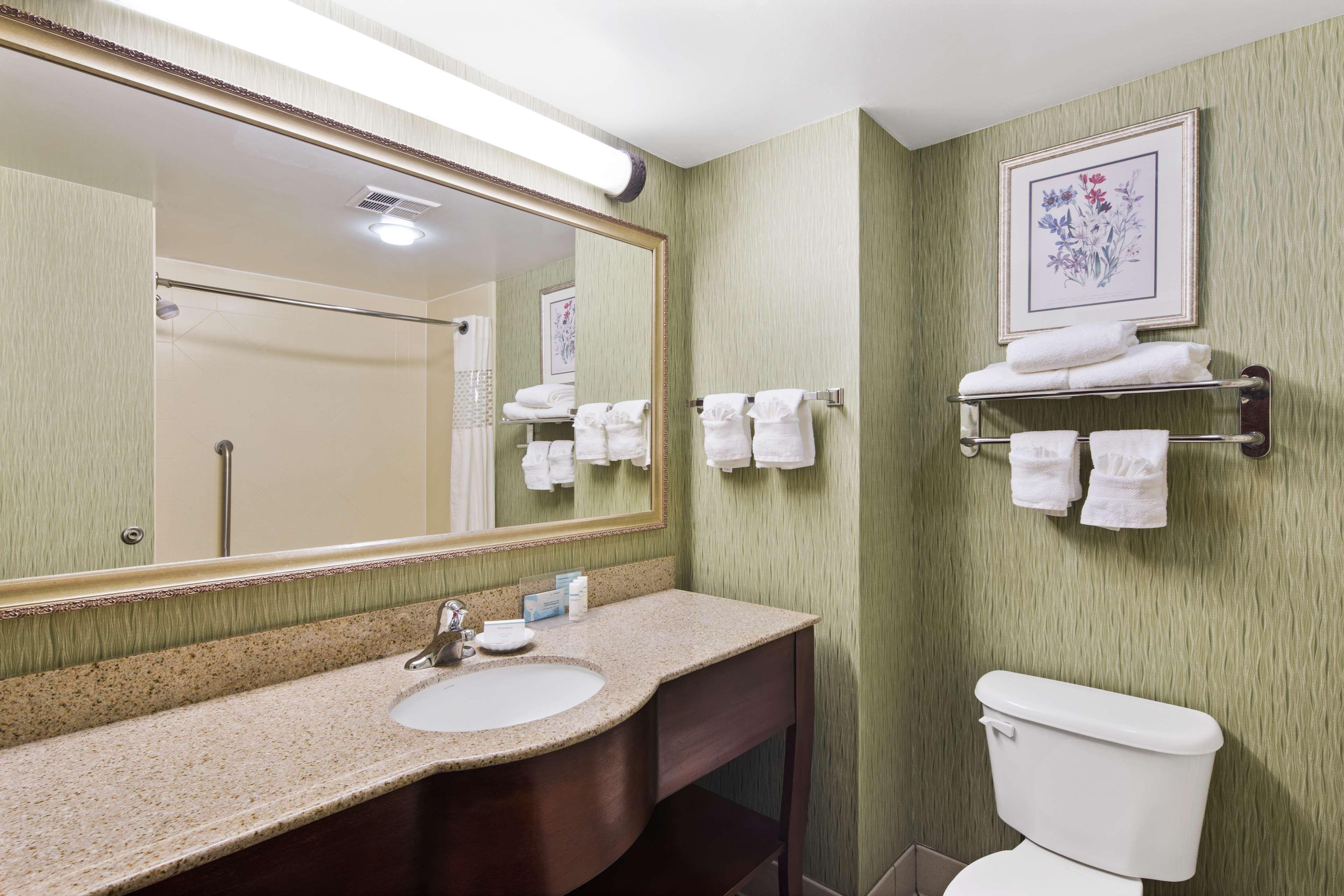 Hampton Inn Hinesville image 15