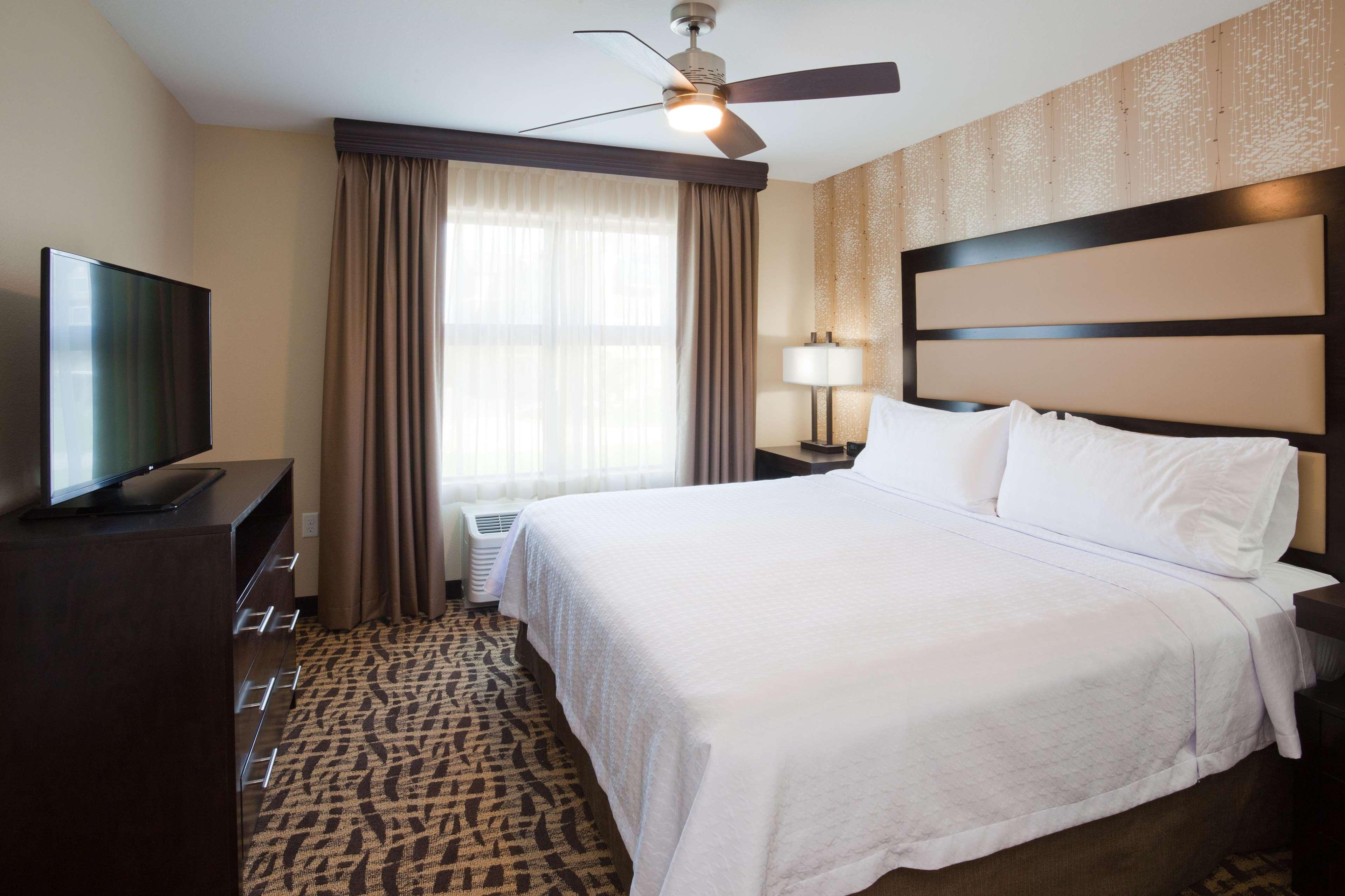 Homewood Suites by Hilton Davenport image 6
