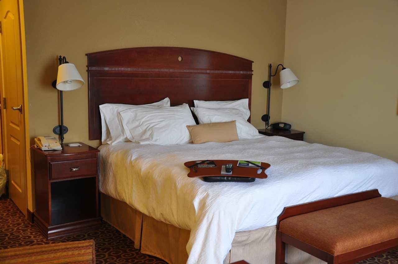 Hampton Inn & Suites Alexandria image 14