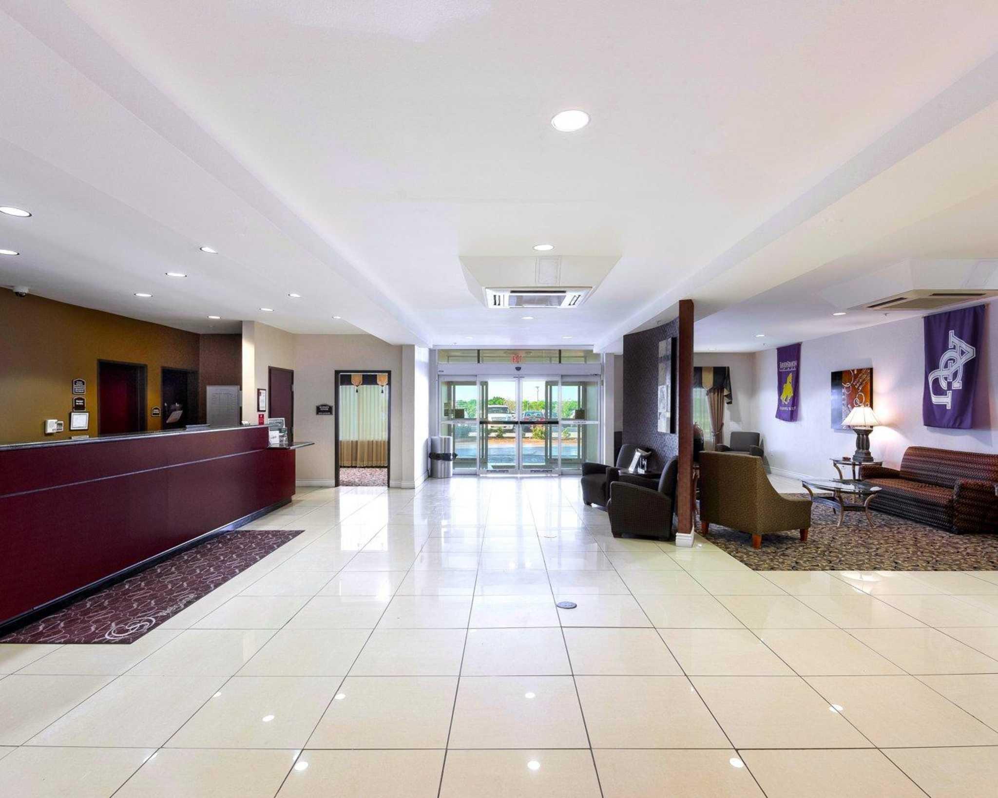 Comfort Suites University image 16