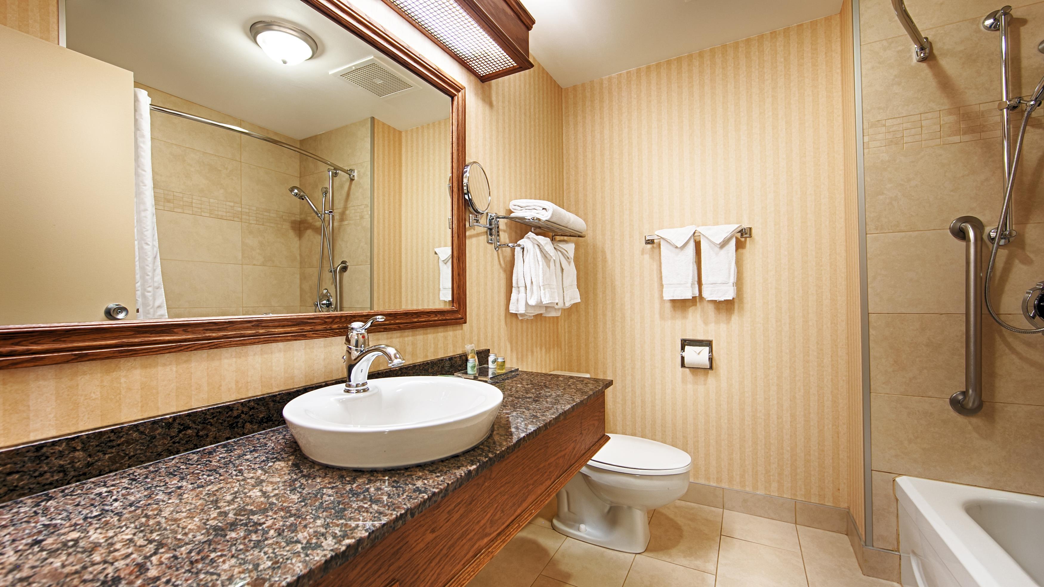 Best Western Plus City Centre/Centre-Ville à Quebec: Standard Guest Bathroom