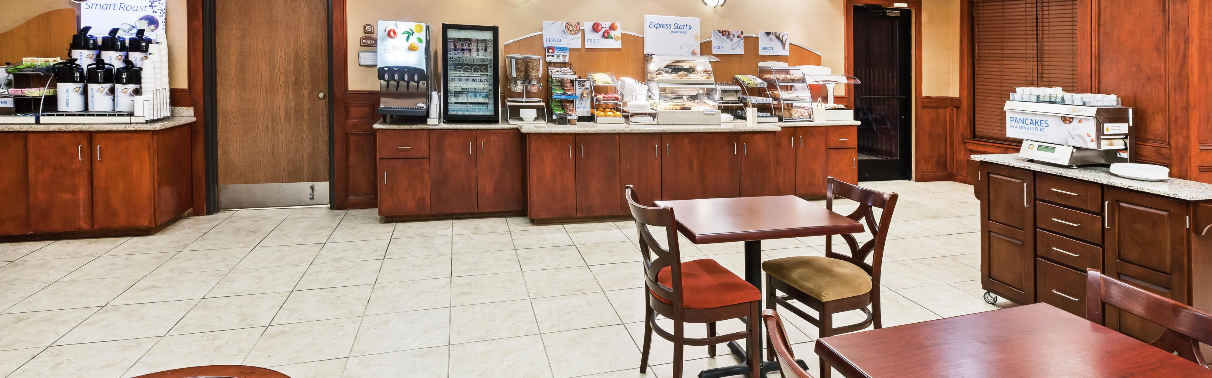 Holiday Inn Express & Suites Laredo-Event Center Area image 3