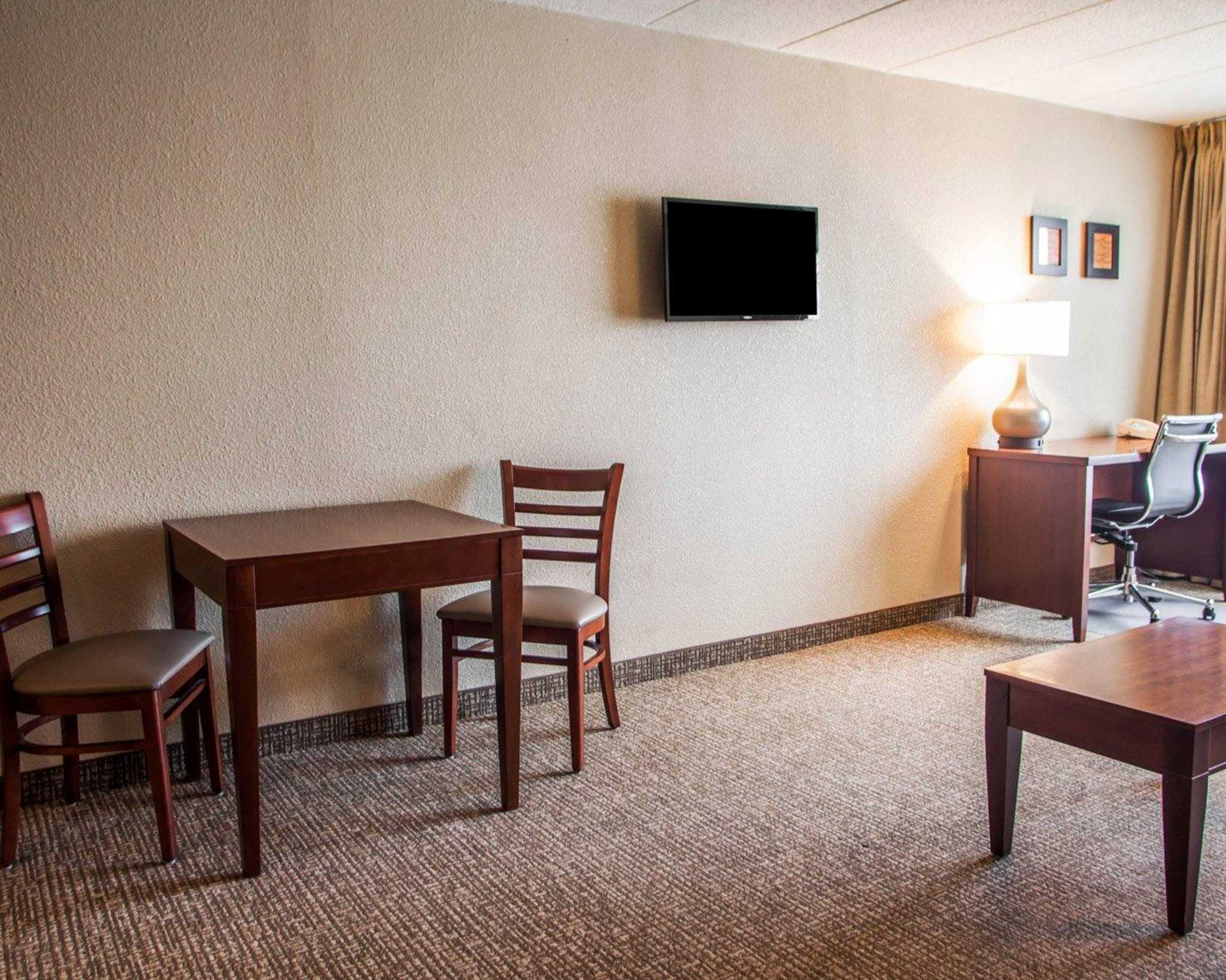 Quality Inn & Suites image 36