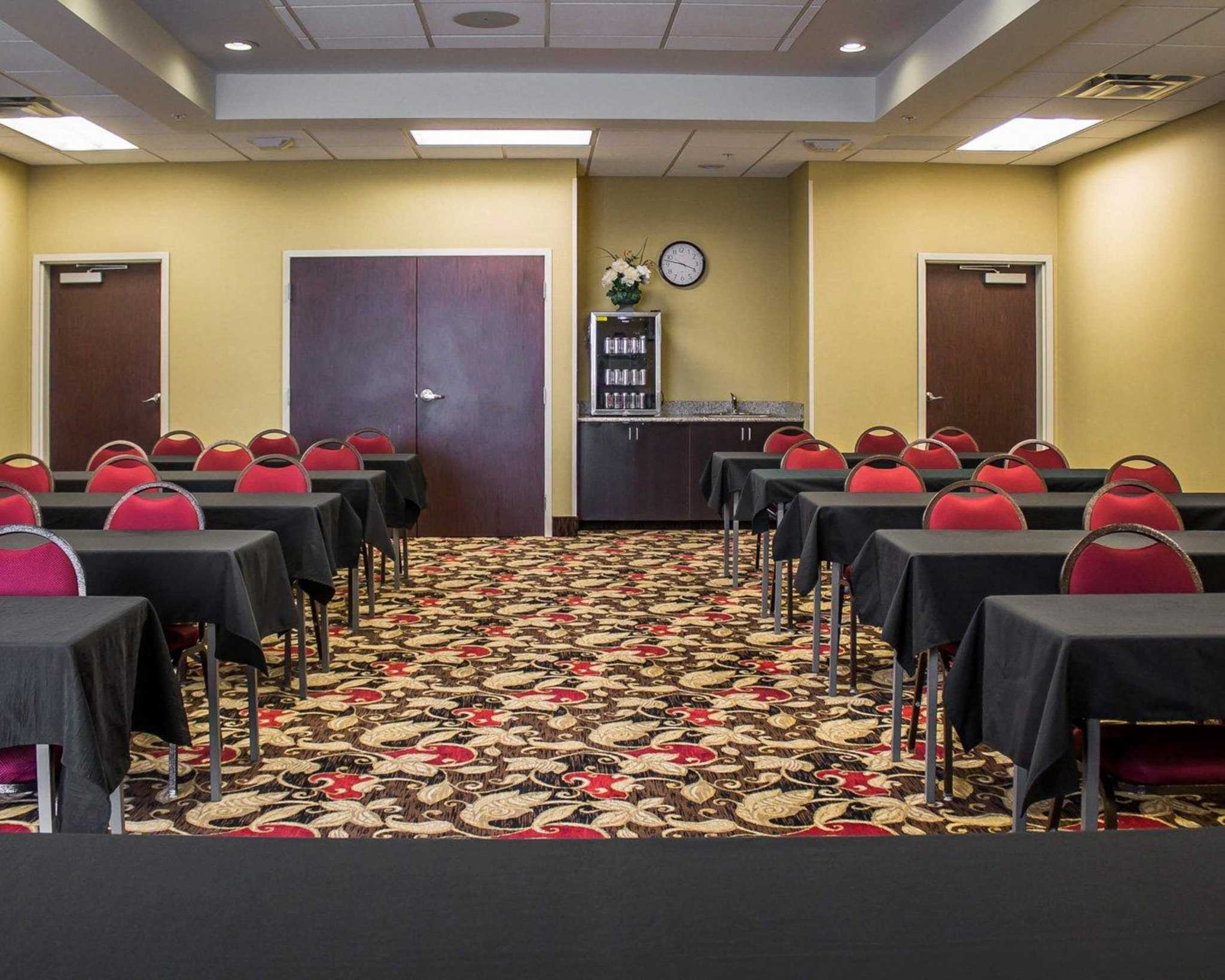 Comfort Suites East Broad at 270 image 46