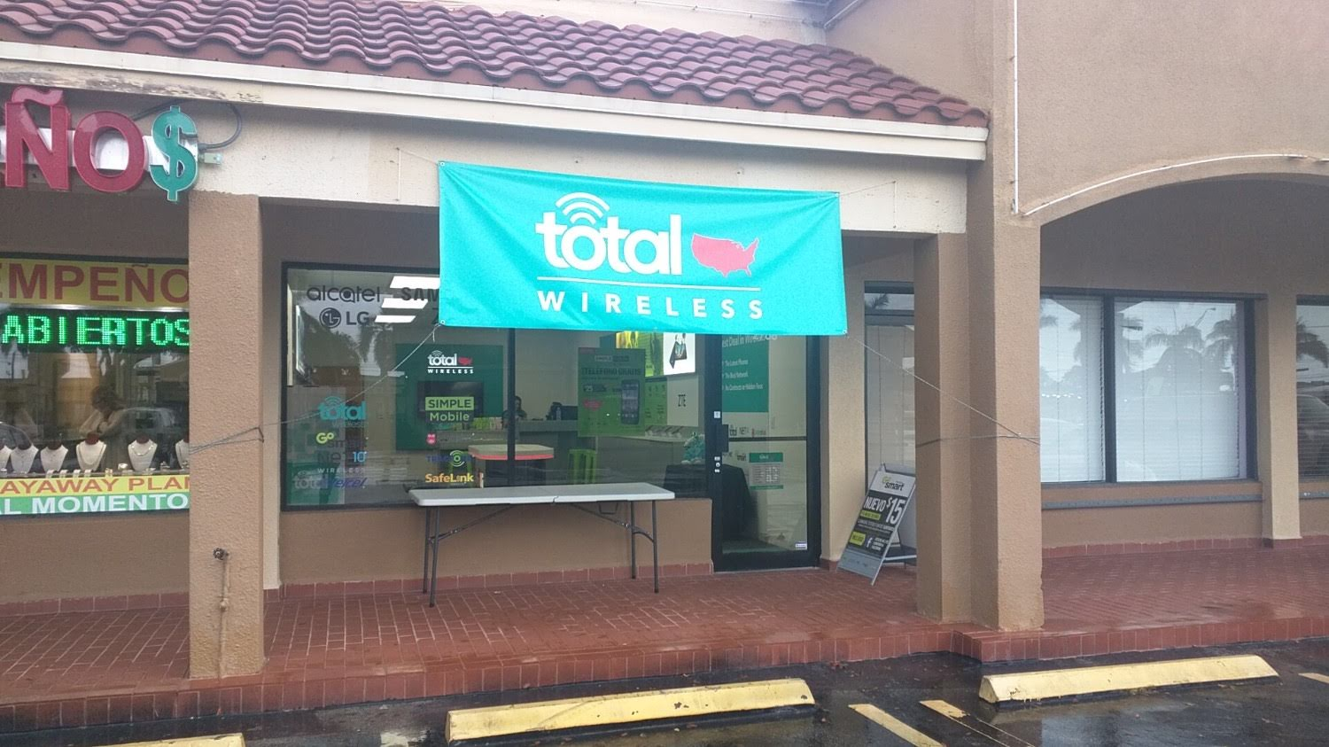 Total Wireless Store - CLOSED image 0
