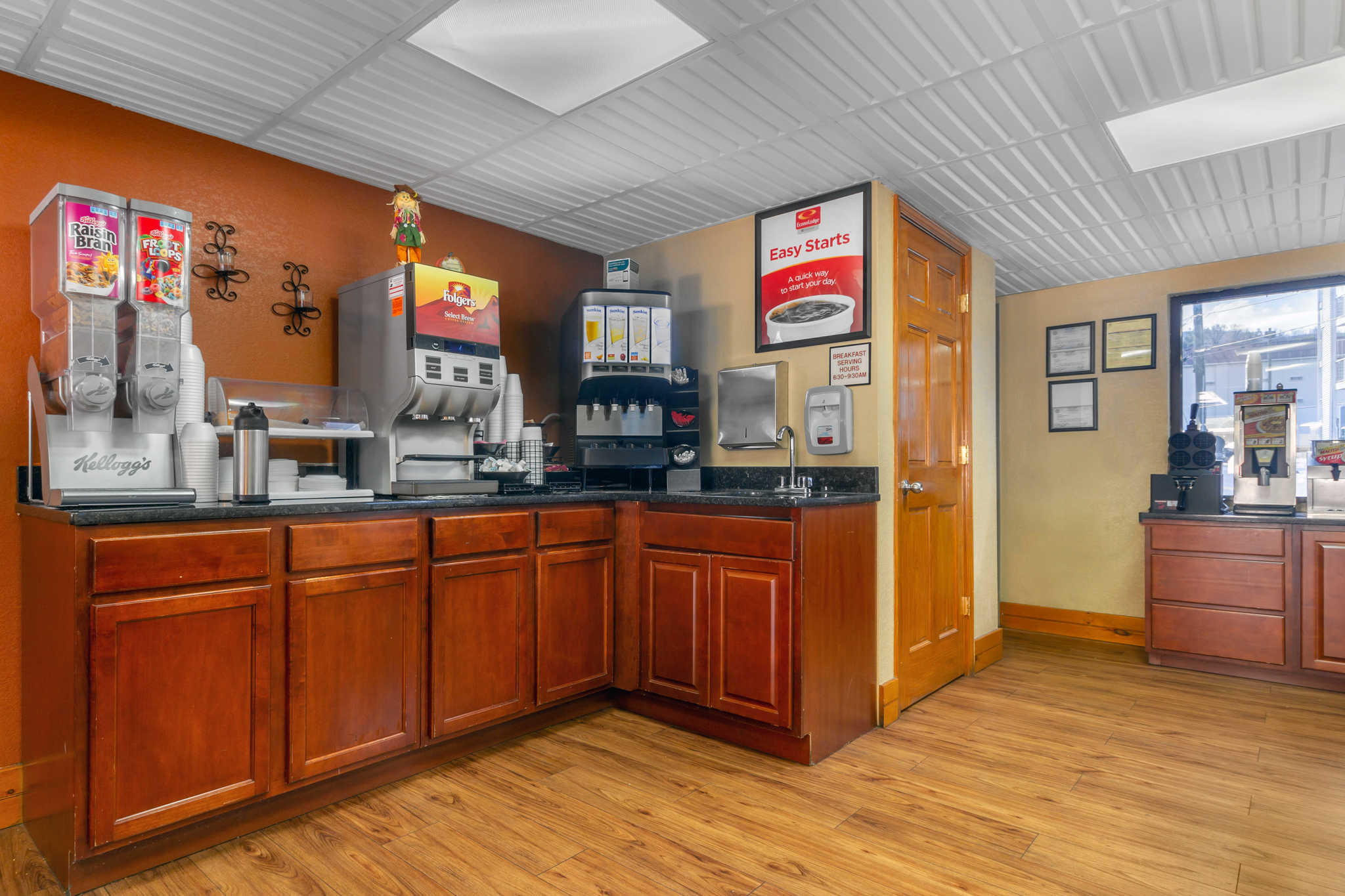 Econo Lodge Inn & Suites at the Convention Center image 23