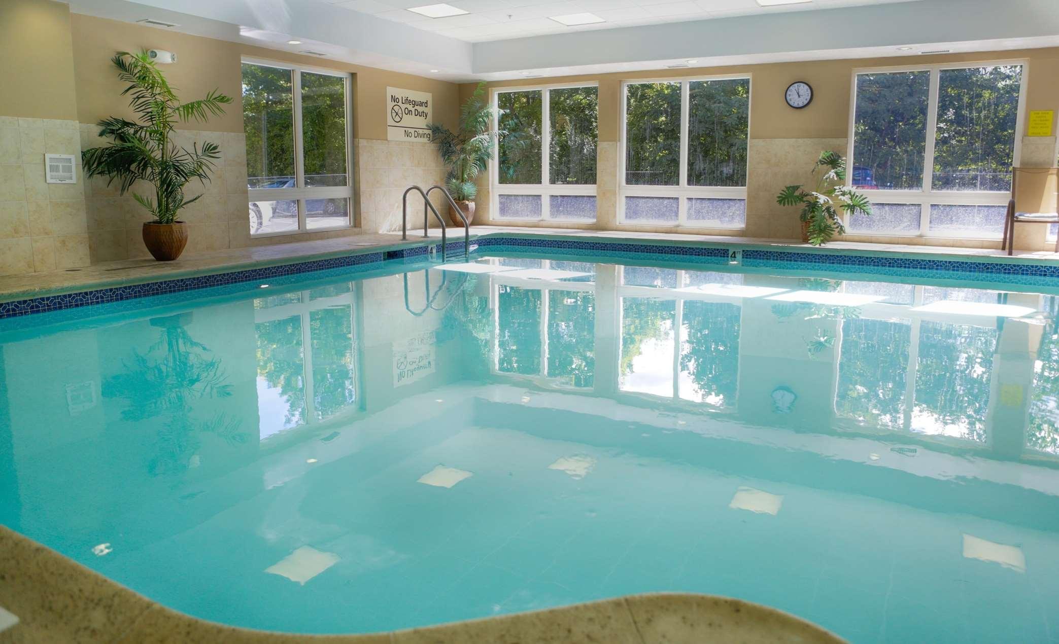 Hampton Inn & Suites Greenfield image 3