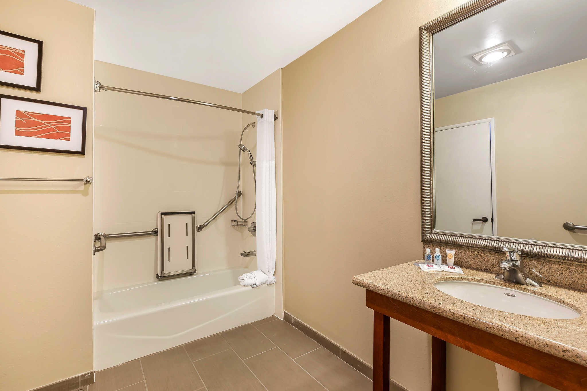 Comfort Inn Santa Monica - West Los Angeles image 12