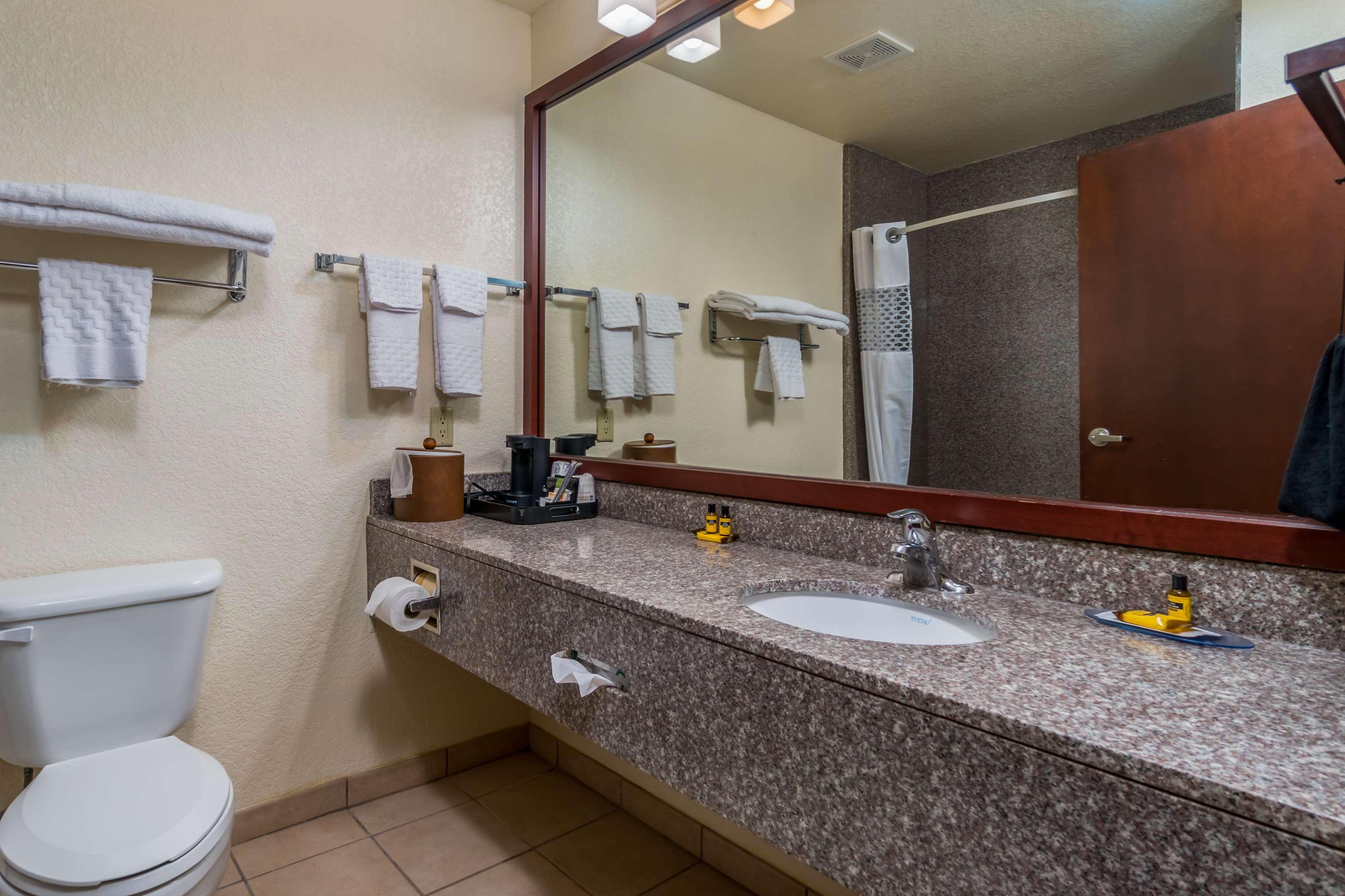 Best Western Plus Shamrock Inn & Suites
