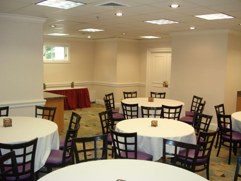 Hampton Inn & Suites Stamford image 38