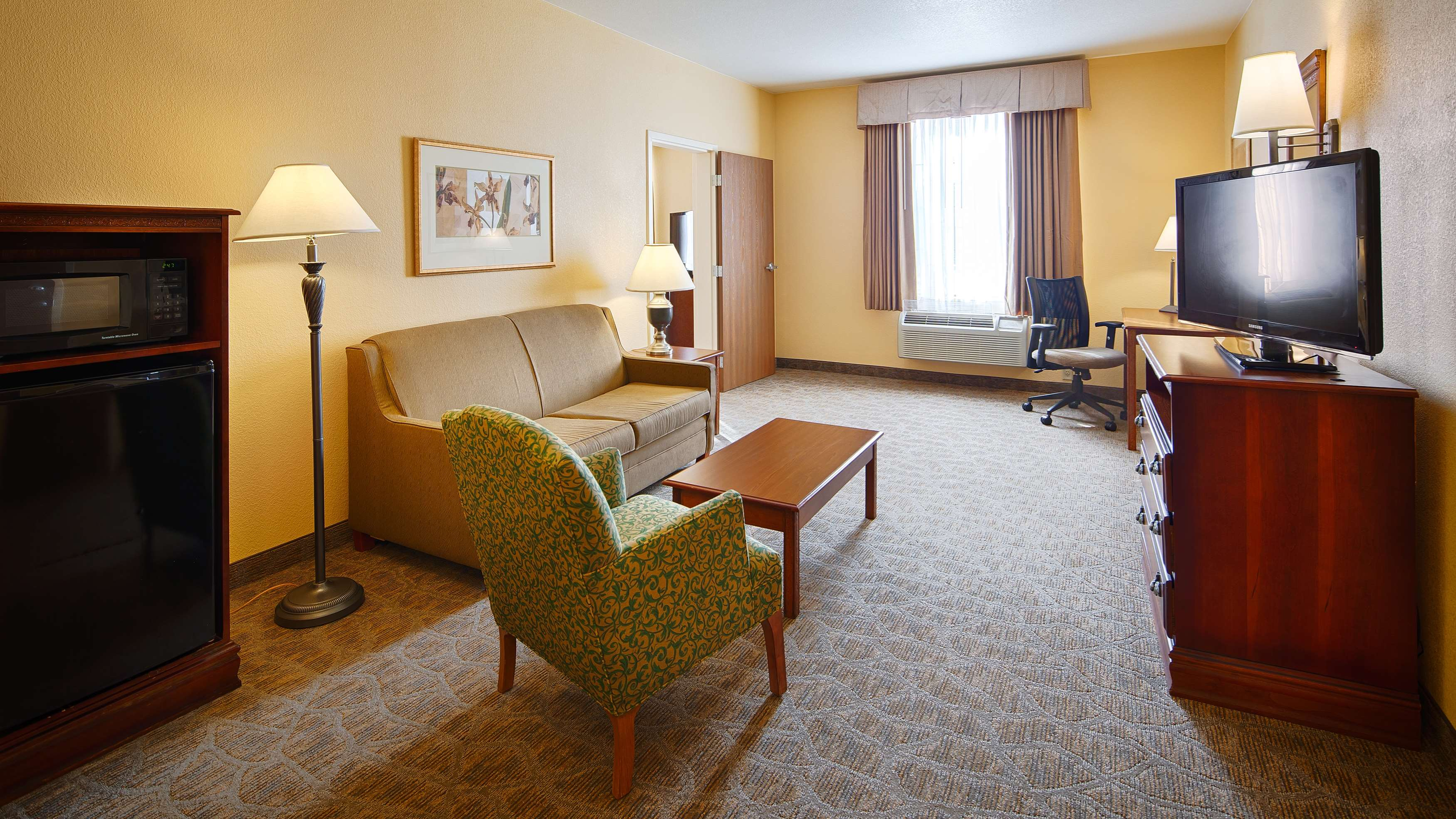 Best Western Plus Executive Hotel & Suites image 26
